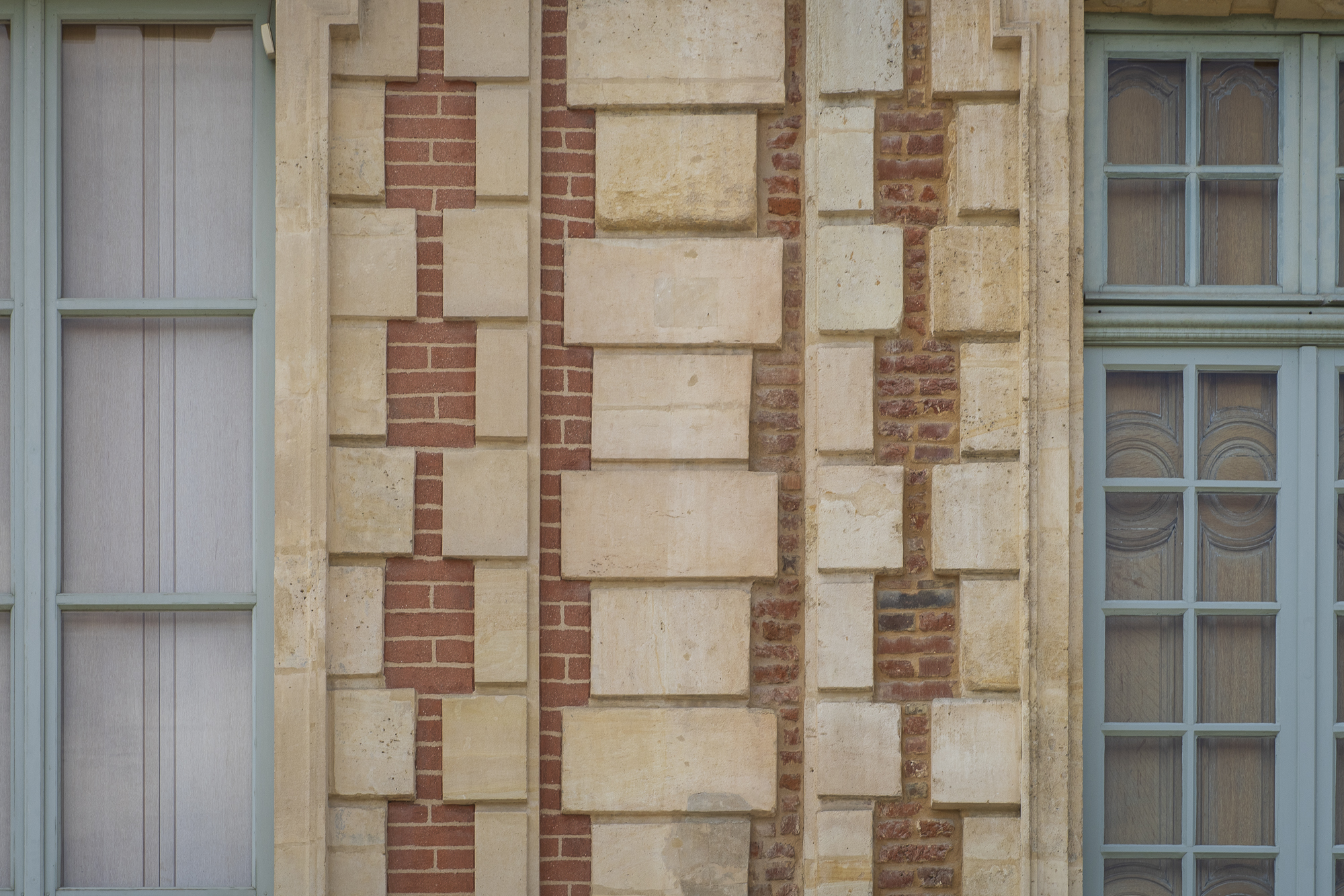 Real vs Fake Bricks at Place des Vosges  PHOTOGRAPHY: ALEXANDER J.E. BRADLEY • NIKON D7000 • AF-S NIKKOR 24-70MM Ƒ/2.8G ED @ 70MM • Ƒ/8 • 1/250 SEC • ISO 100