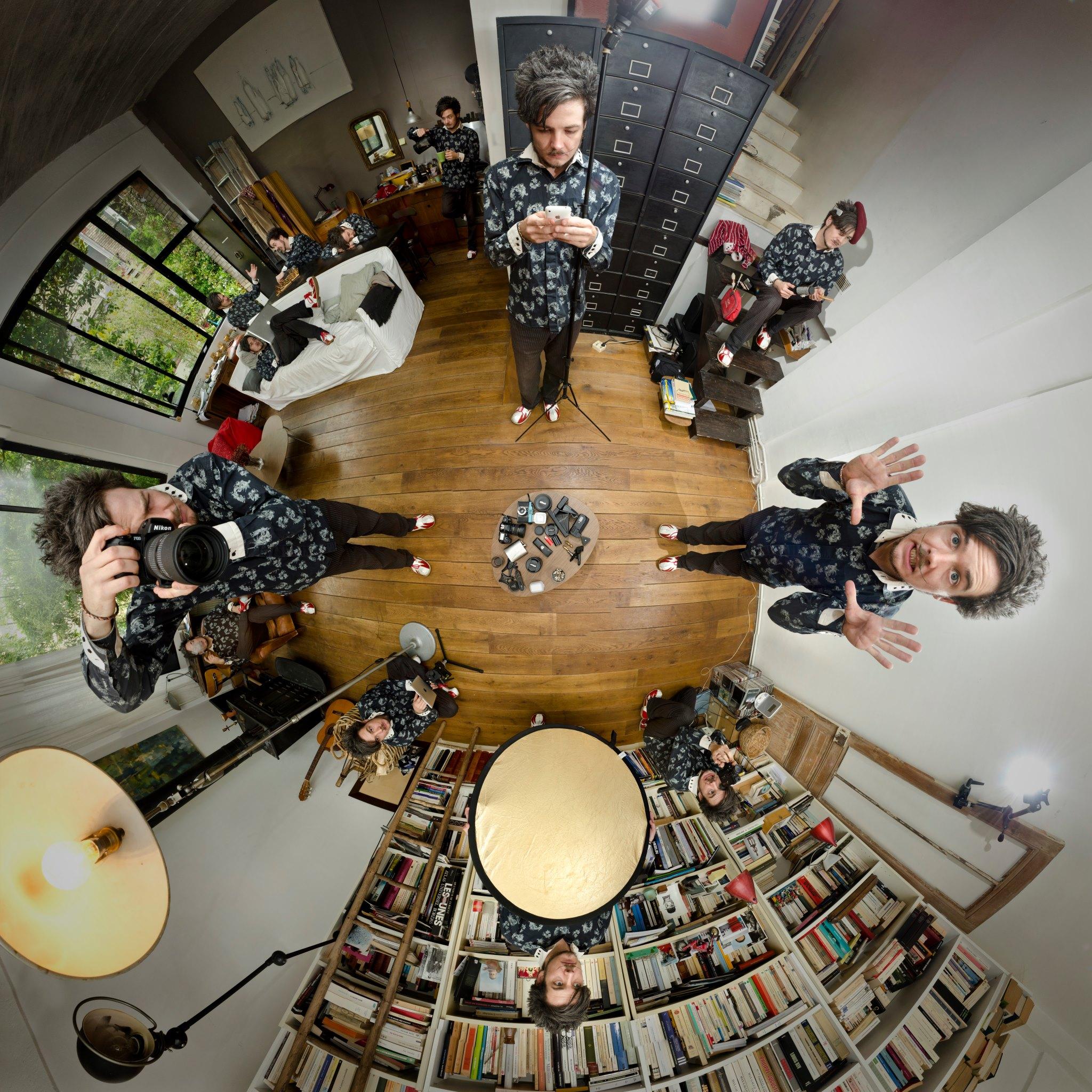 How to take a self portrait  PHOTOGRAPHY: ALEXANDER J.E. BRADLEY • NIKON D7000 • AF-S NIKKOR 14-24MM Ƒ/2.8G ED @ 14MM • Ƒ/8 • 1/125 SEC • ISO 100