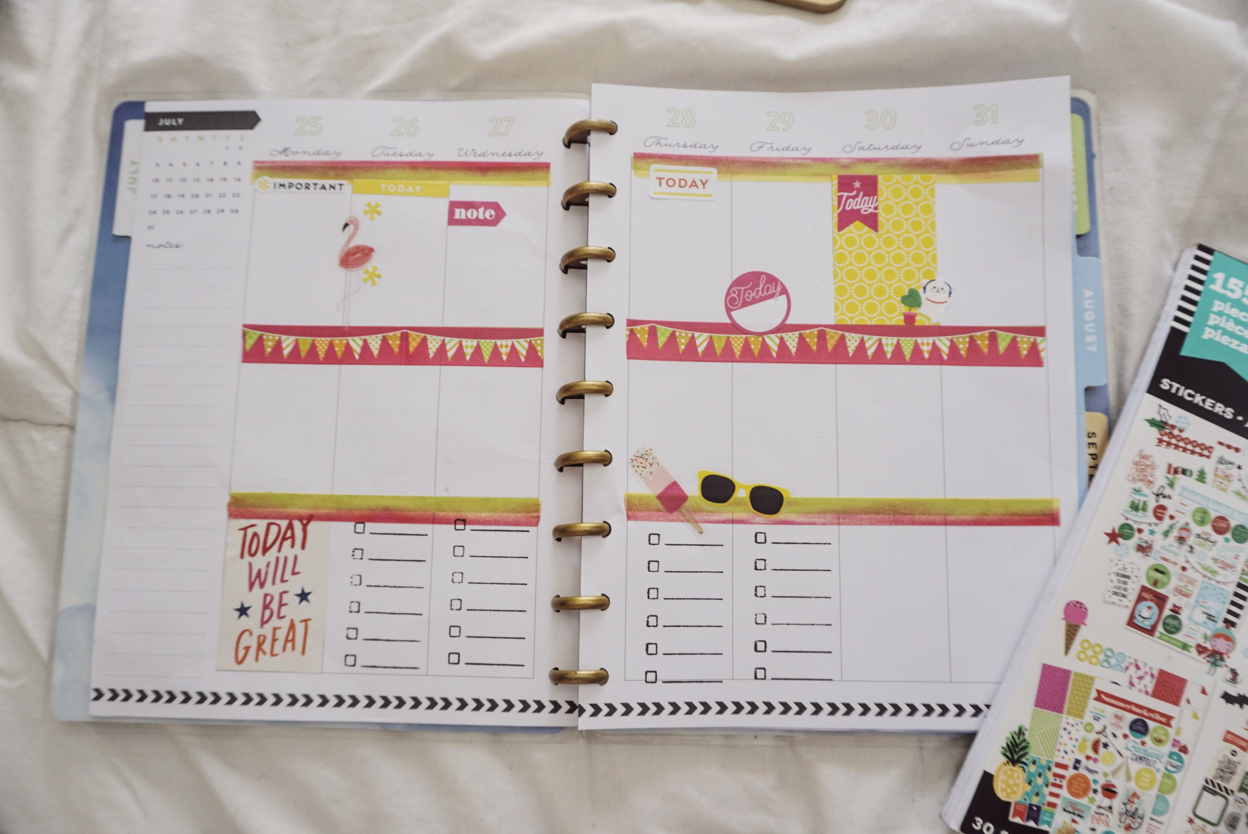 My Happy Planner weekly layout before the pen