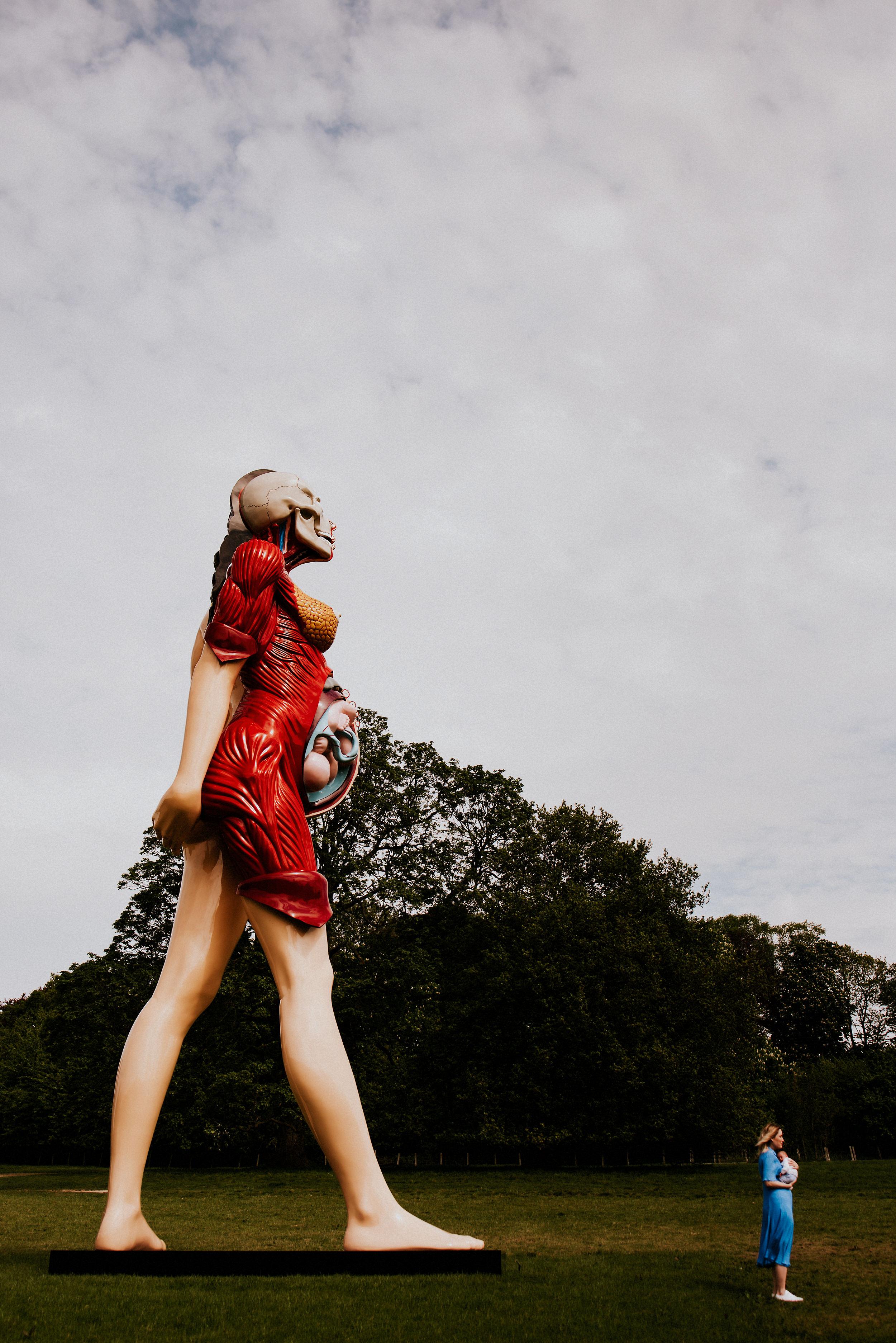 alternative-family-shoot-yorkshire-sculpture-park-photographer-damien-hirst-sculptures-art-family-41.jpg