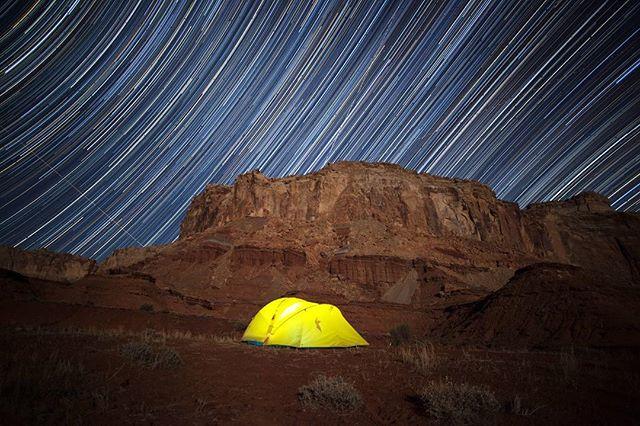 San Rafael Swell by @davetrevino ••••• #sanrafaelswell #slcphotographer #utahphotographer #camping #tent #startrail #cotopaxi #utah #desert #night