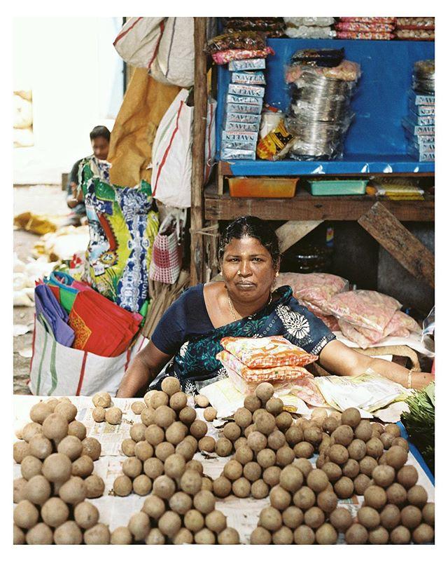 Street vendor in India by @brenna.beth ••••• #roamingshutter #india #film #leica #utahphotographer #slcphotographer #potato #streetvendor
