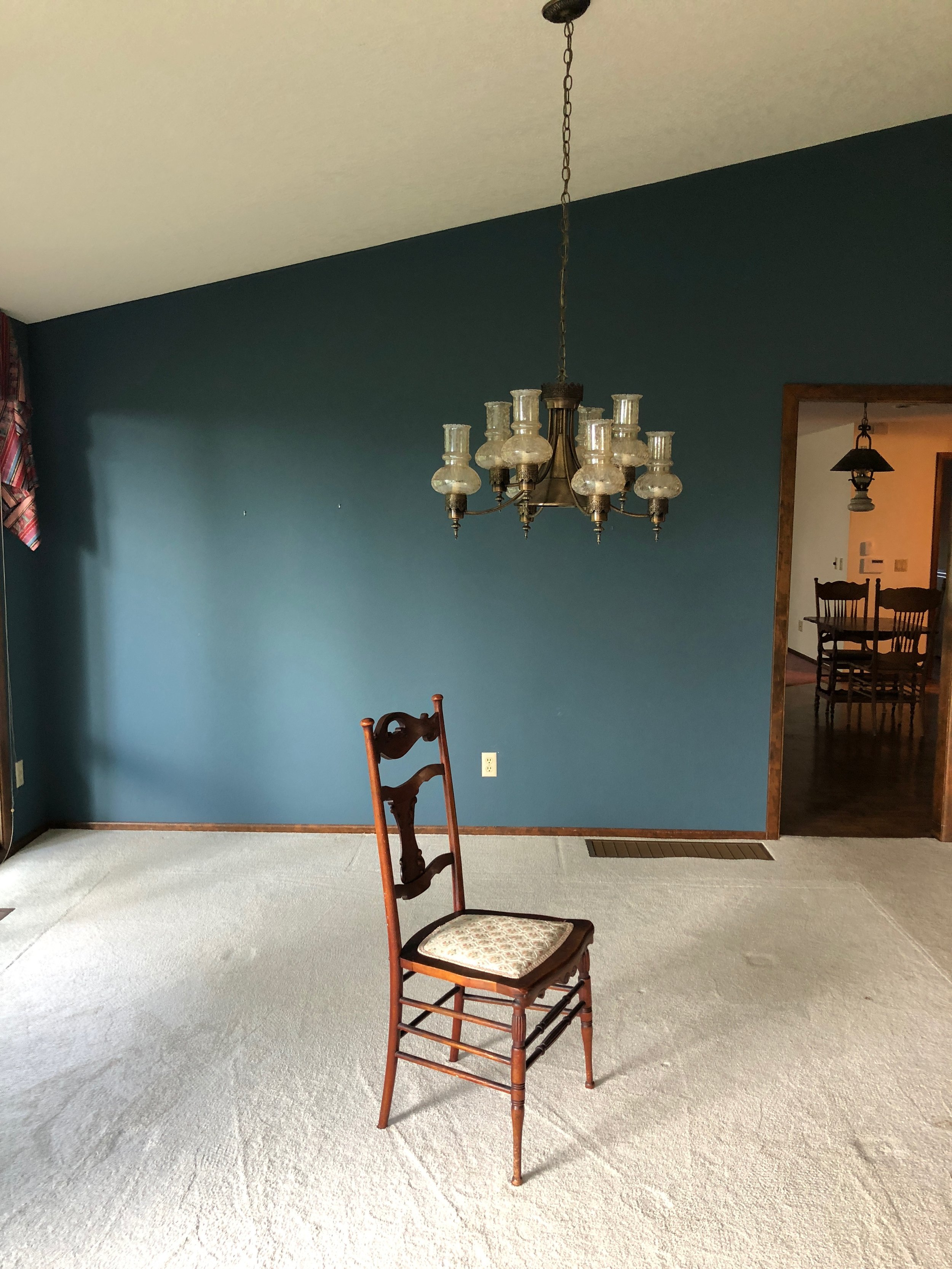 BEFORE // blue walls, carpet, outdated lighting