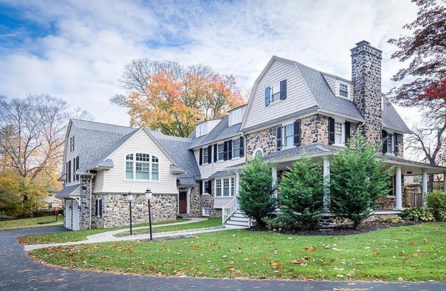 Can you spot the 100-year-old stone structure? Ok, it's obviously not the garage, but the stone match that our trade partners performed on this Radnor home is so spot on that we had to share. #mainlinehomes #mainlinetoday #mainlinelife #mainlinehome #Homedecor, #decor, #house, #homedesign, #philly, #phillyhomes, #homesweethome, #homeconstruction, #instahome, #houserenovation, #homerenovation, #philadelphia #mainlineliving, #mainlinelife, #mainlinehomes, #phillymag, #mainlinehomerenovation #mainlinecustombuilder