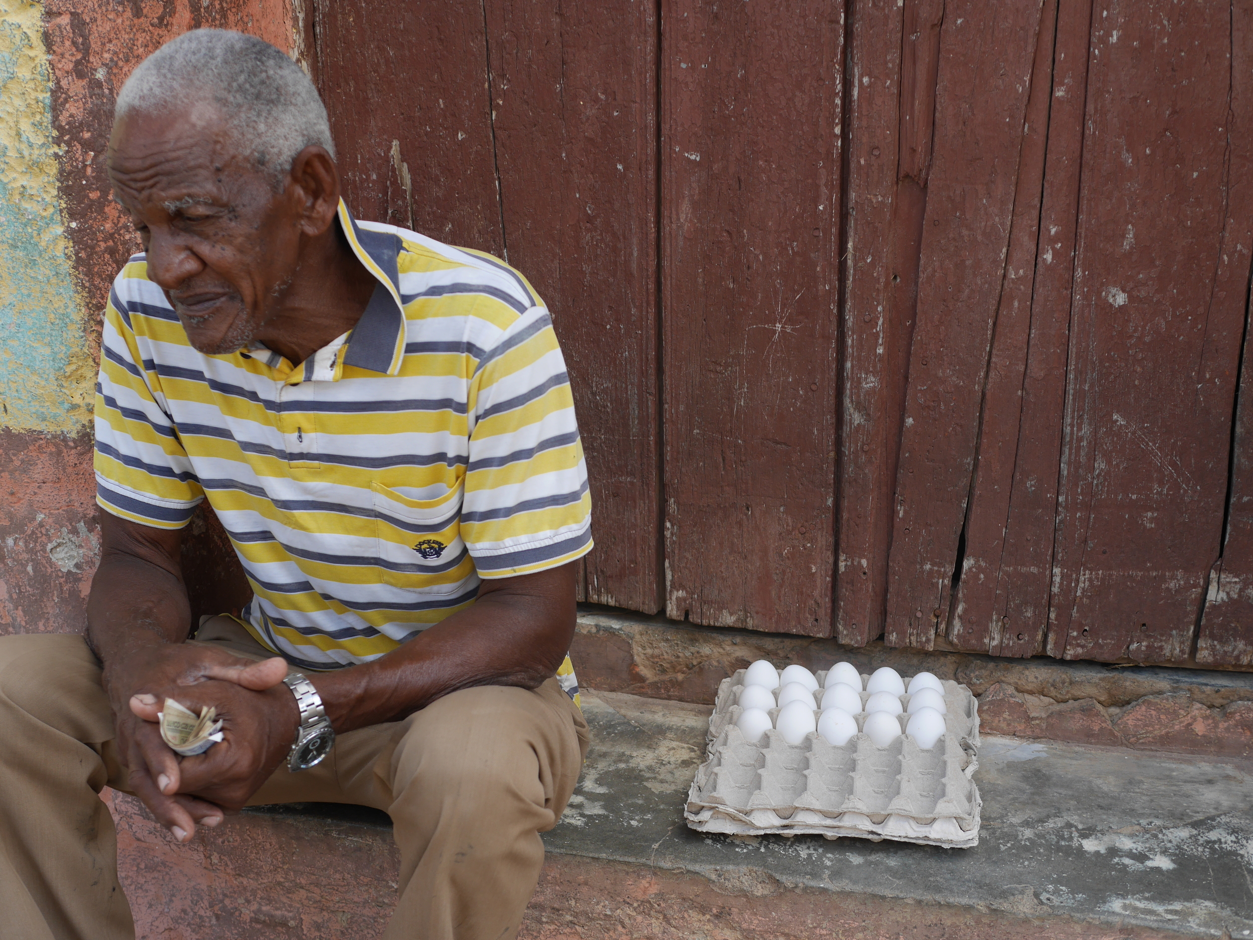 This is how you buy eggs in Cuba.