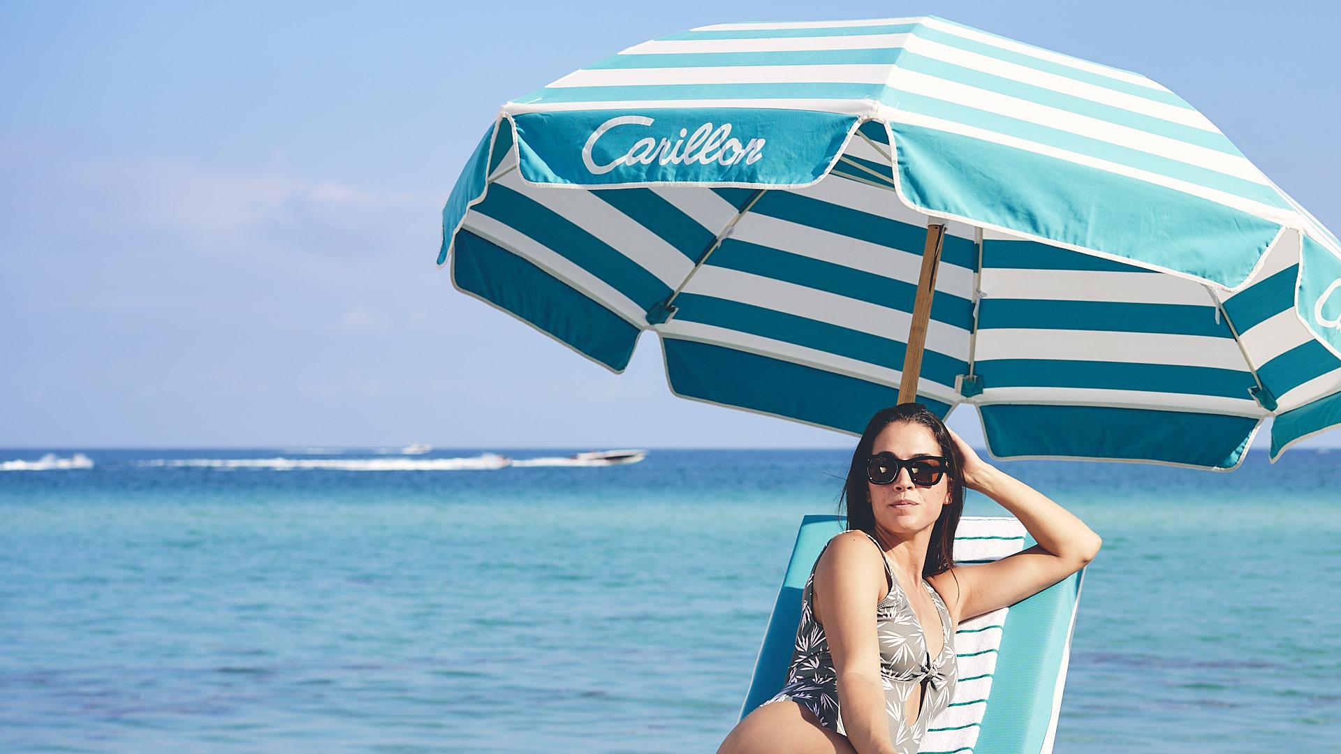 Carillon-lifestyle-BEACH-VIB-TONED-0837.jpg