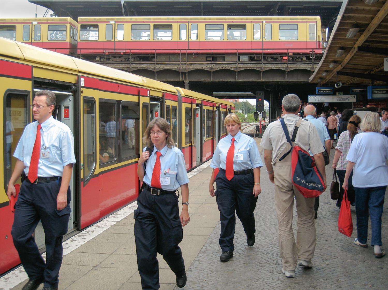 Berlin red ties 2007-5331-web.jpg