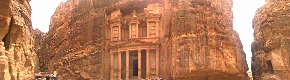 Al Khazneh: arguably the most famous place in Jordan.