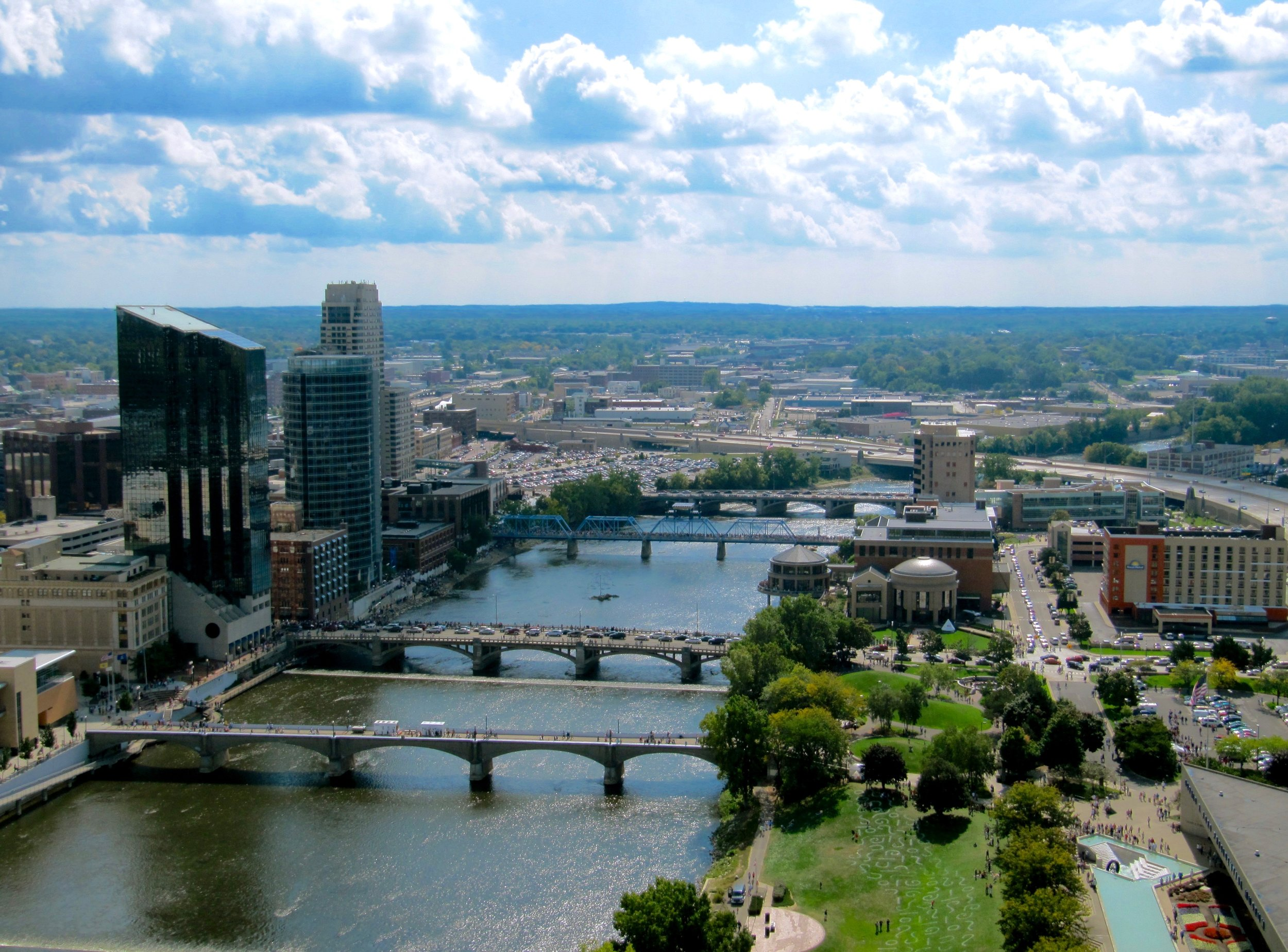 Grand Rapids is Michigan's second largest city with a population of about 196,000 (Image:  Wikimedia Commons ).