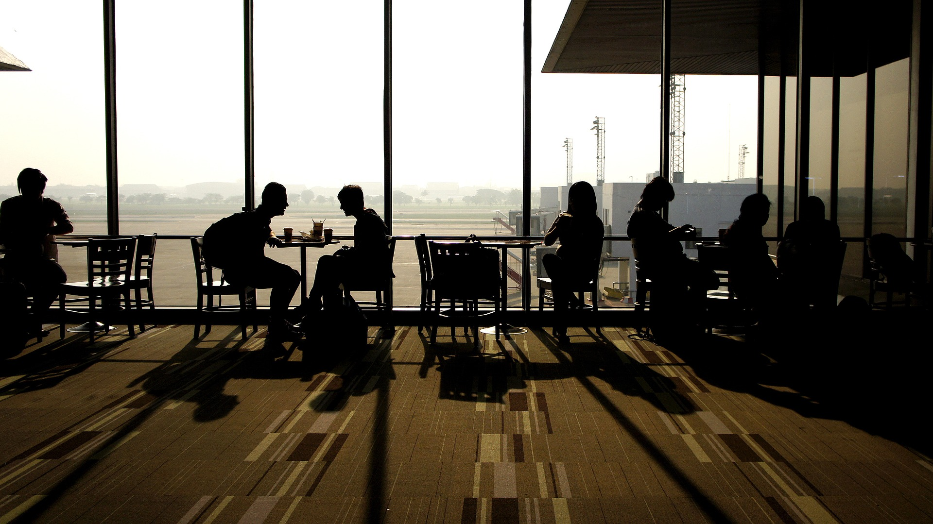 Striking up a conversation with a fellow traveler isn't the worst way to kill some downtime at the airport (Image:  Pixabay )