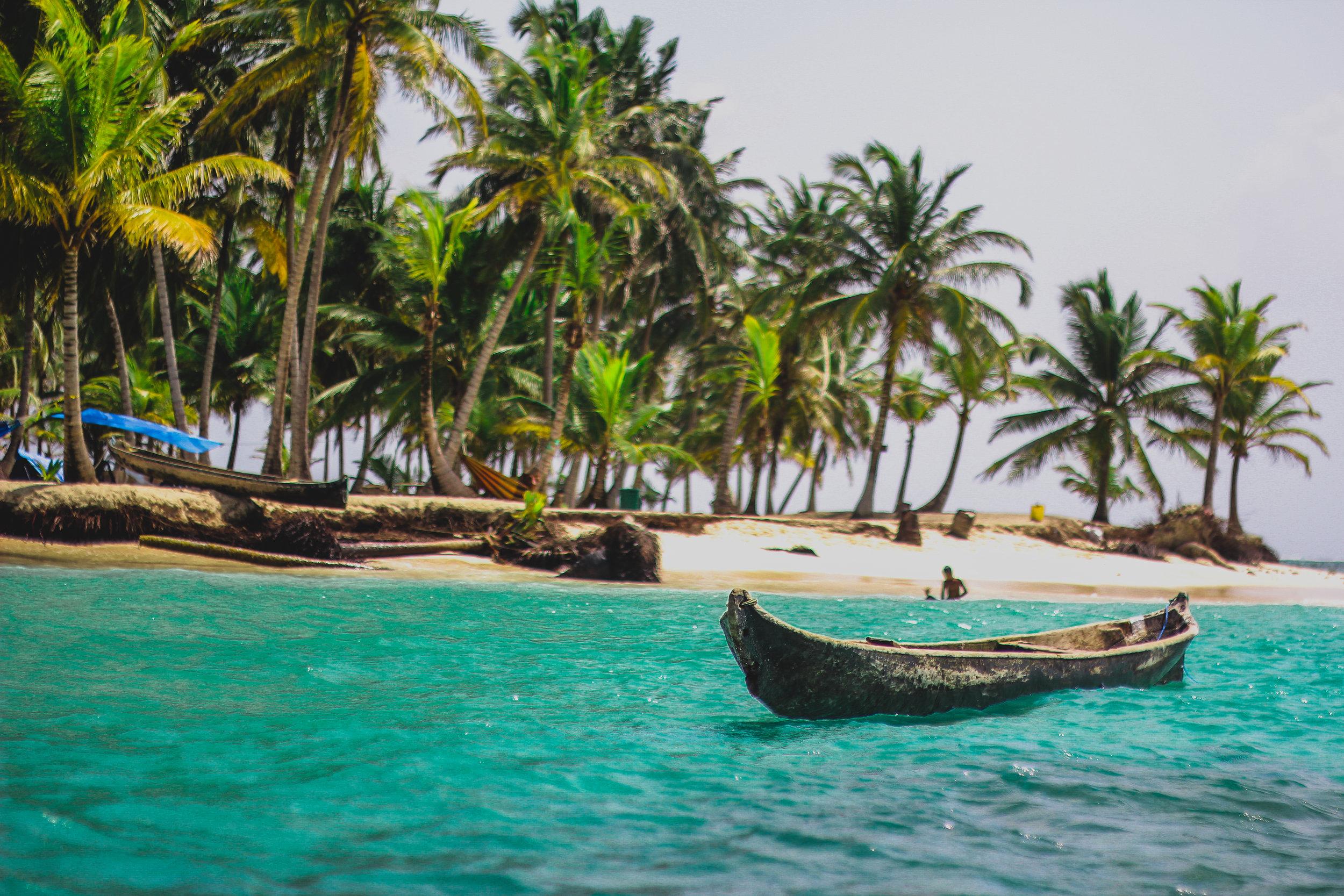 This inviting shore awaits somewhere in Panama's San Blas Islands (Image: Angel Silva,  Unsplash )