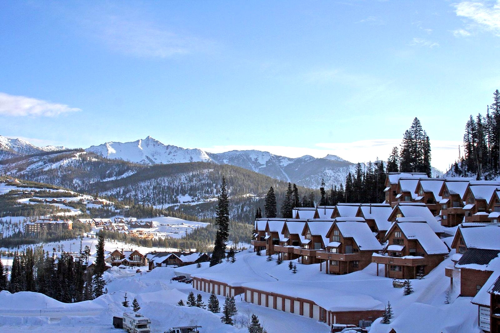 Montana's Big Sky Resort comprises just under 6,000 acres of ski terrain (Image:  Wikimedia Commons )