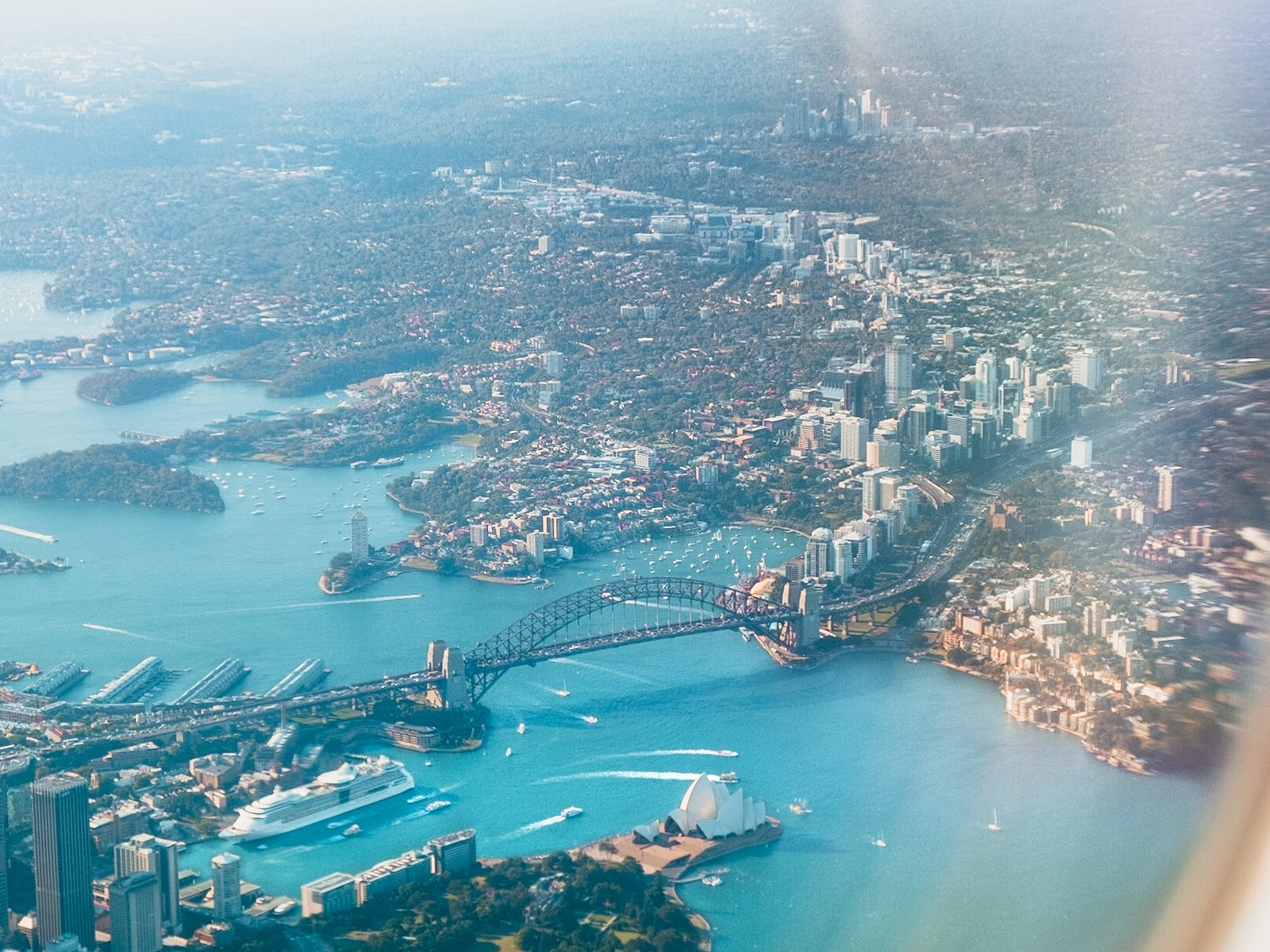 Sydney, Australia, as seen from an airplane window (Photo: Leio McLaren,  Unsplash )