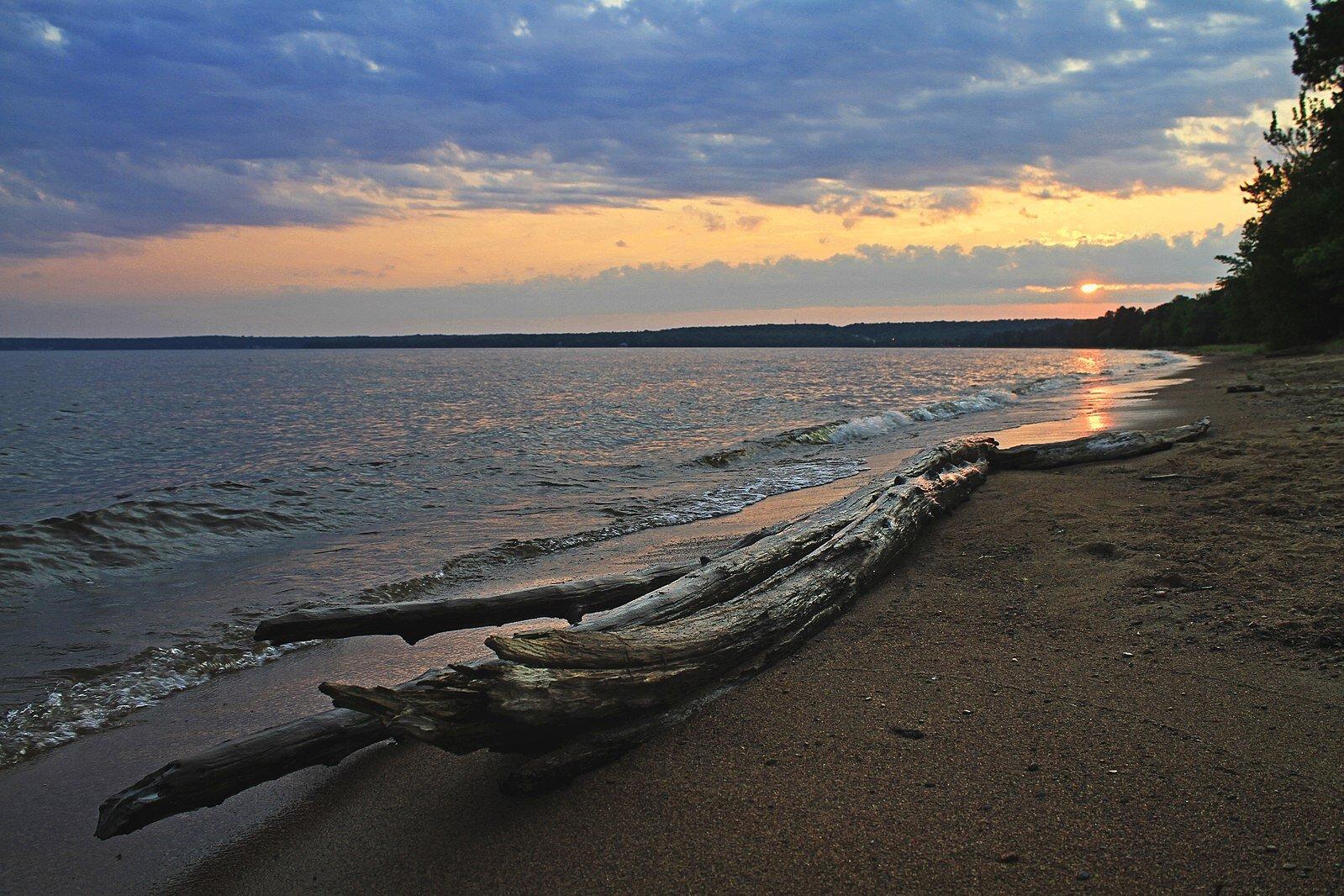 Batchawana Bay at sunset (Photo:  Wikimedia Commons )