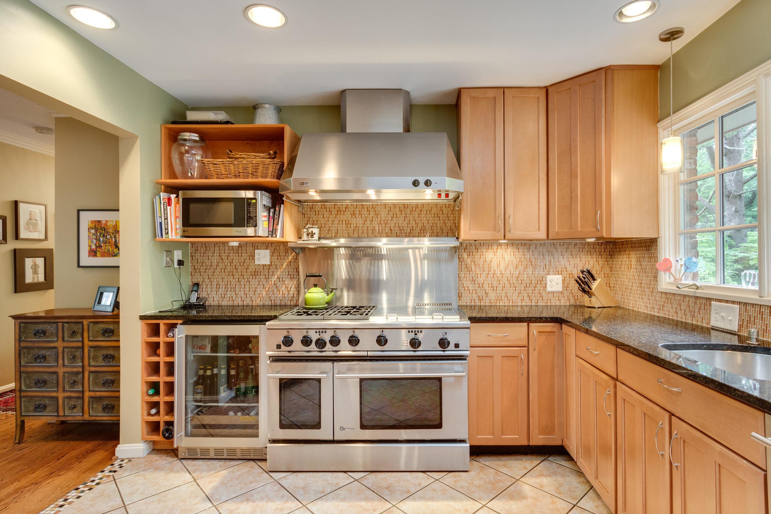 1519 Crestwood Ln McLean VA-print-027-27-Kitchen-4200x2800-300dpi.jpg