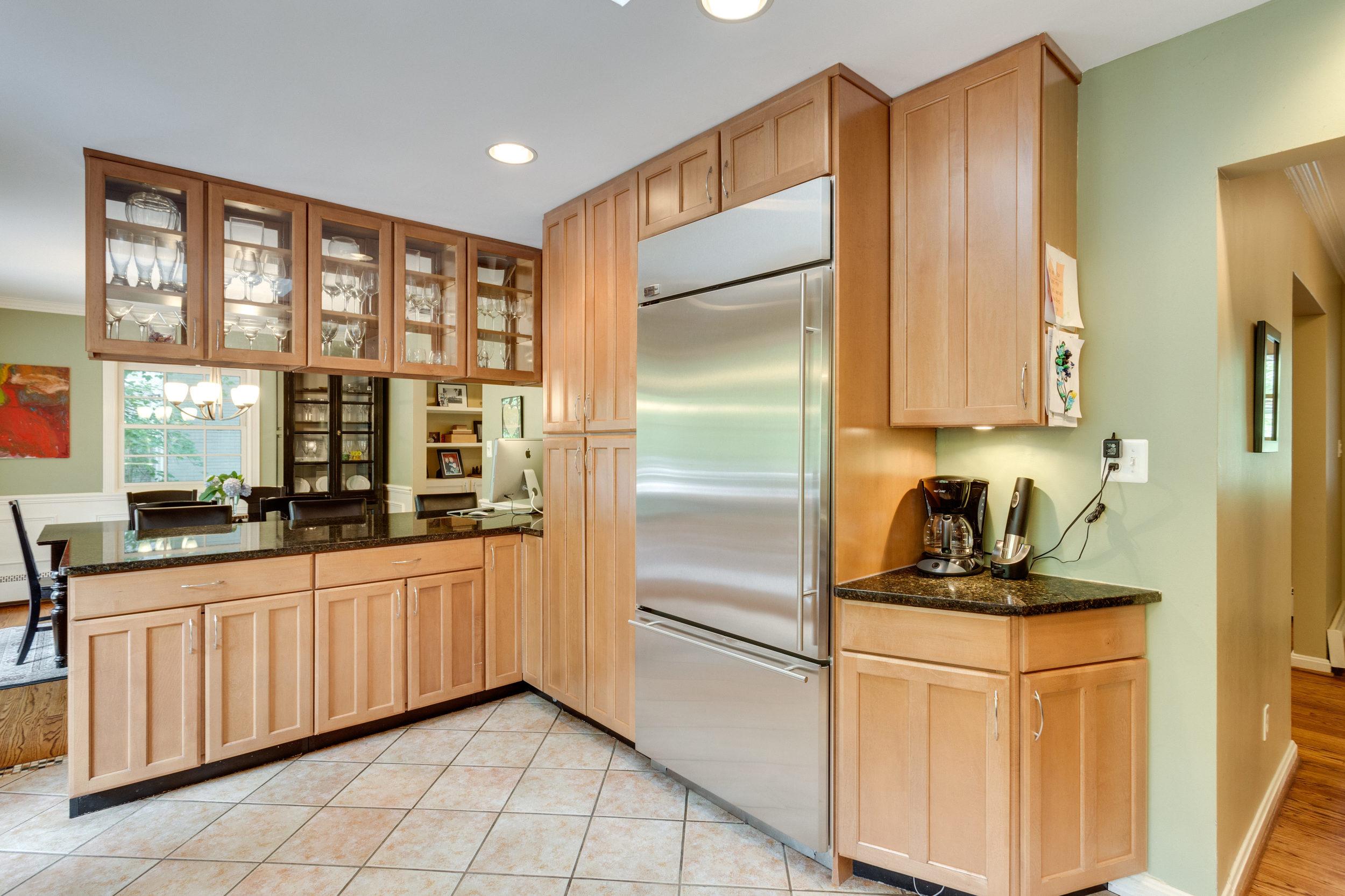 1519 Crestwood Ln McLean VA-print-029-29-Kitchen-4200x2800-300dpi.jpg