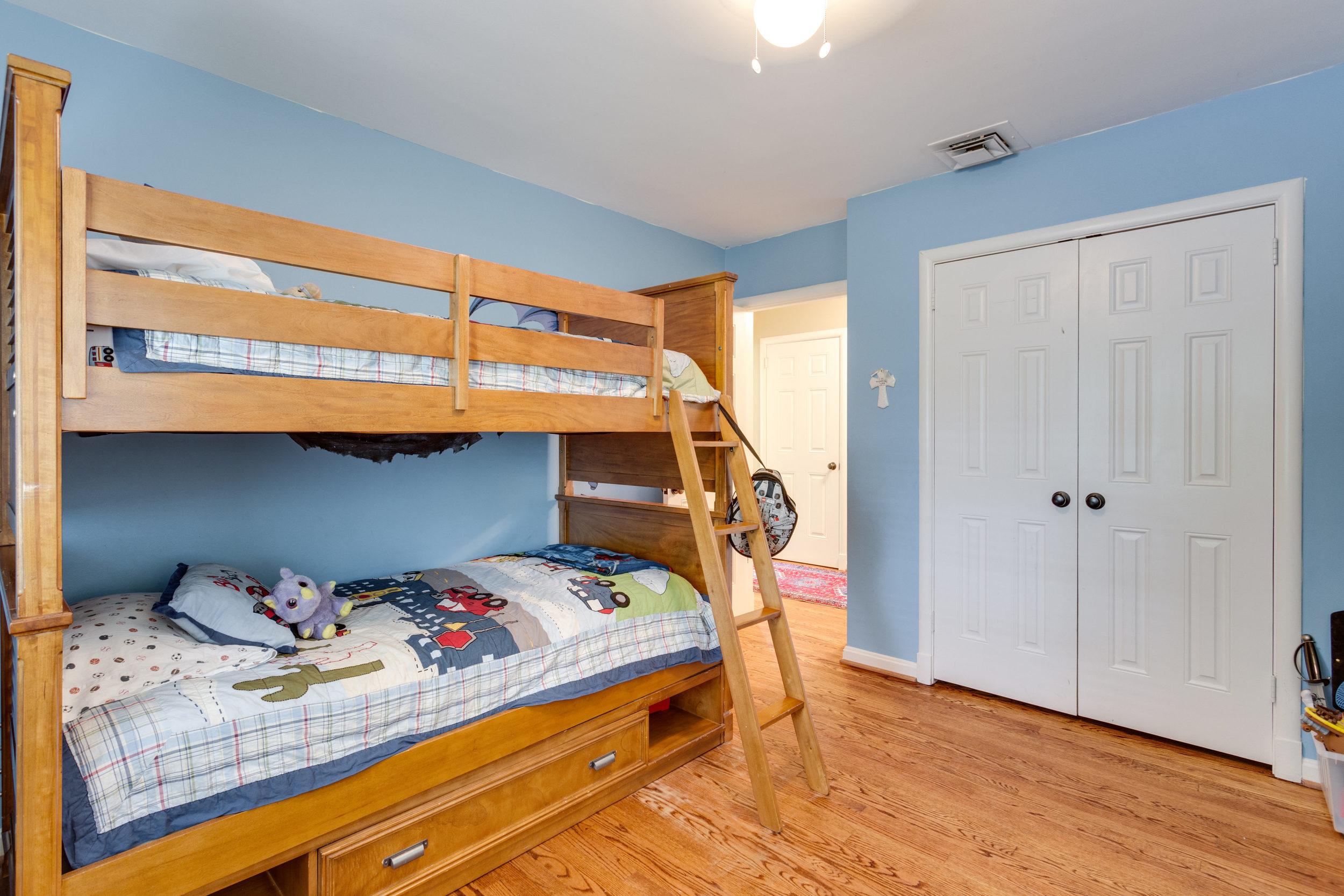 1519 Crestwood Ln McLean VA-print-035-35-Bedroom-4200x2800-300dpi.jpg