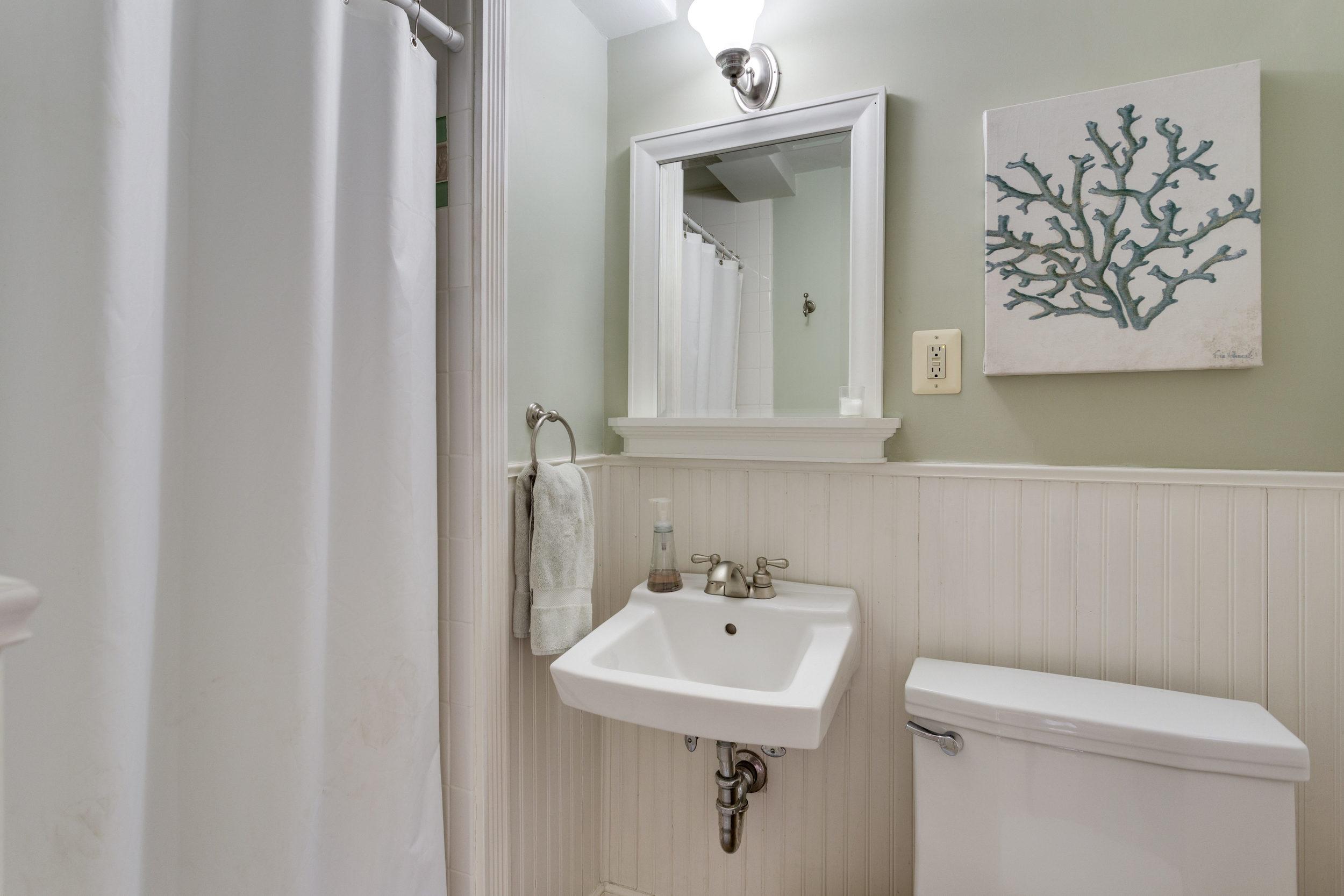1519 Crestwood Ln McLean VA-print-046-46-Bathroom-4200x2800-300dpi.jpg