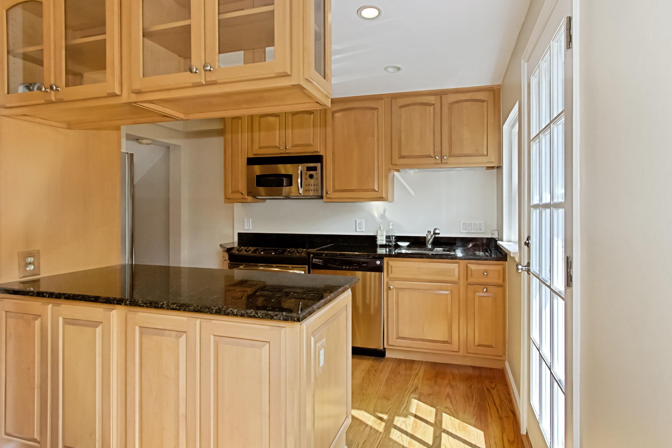 36th St kitchen.jpg