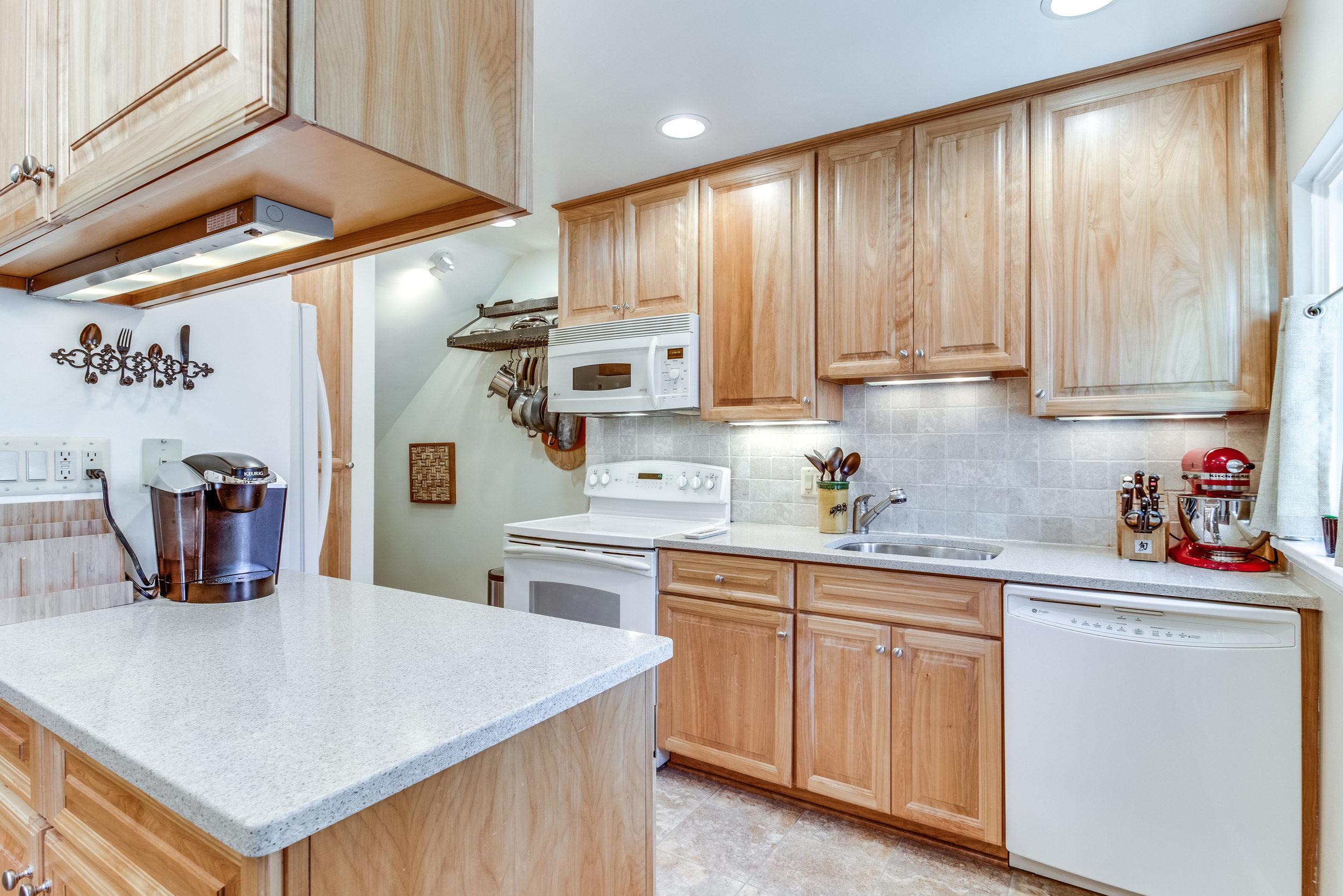 4631 34th St S Arlington VA-print-025-10-Kitchen-4200x2800-300dpi.jpg
