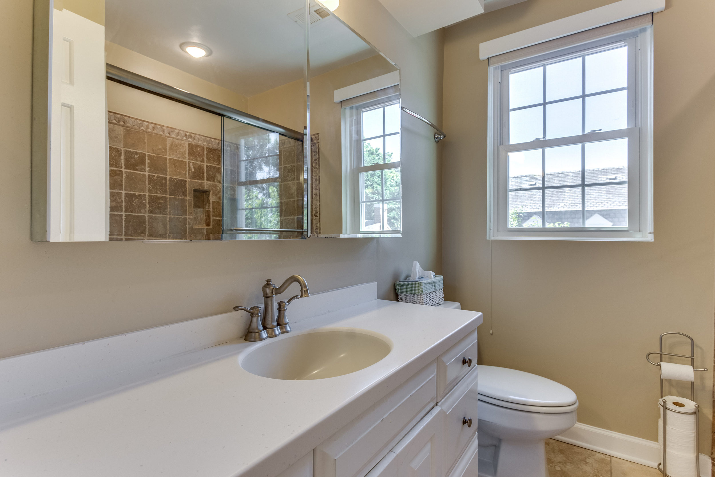 4631 34th St S Arlington VA-print-038-39-Bathroom-4200x2800-300dpi.jpg