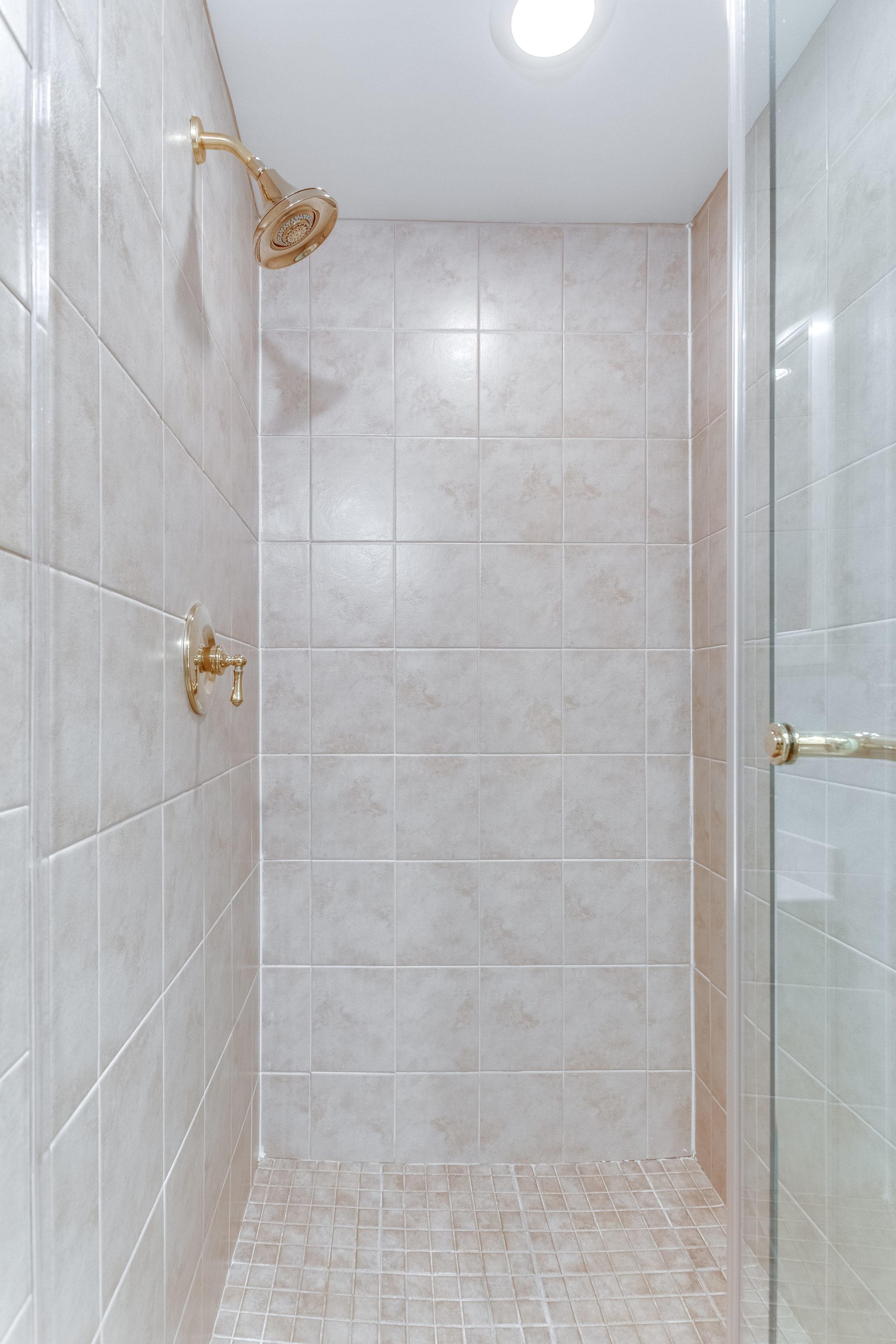 4631 34th St S Arlington VA-print-053-35-Bathroom-2800x4200-300dpi.jpg