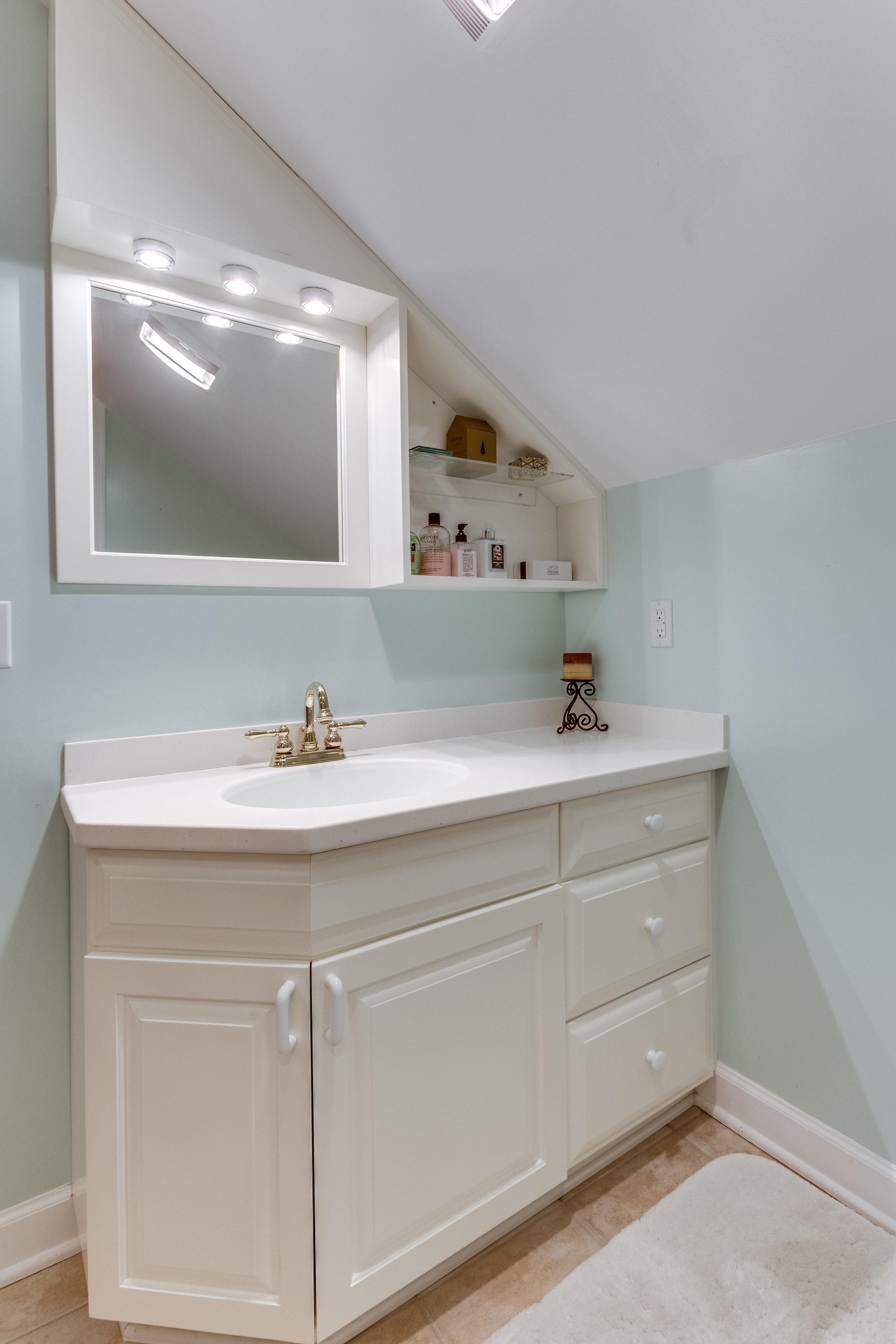 4631 34th St S Arlington VA-print-056-70-Bathroom-2800x4200-300dpi.jpg