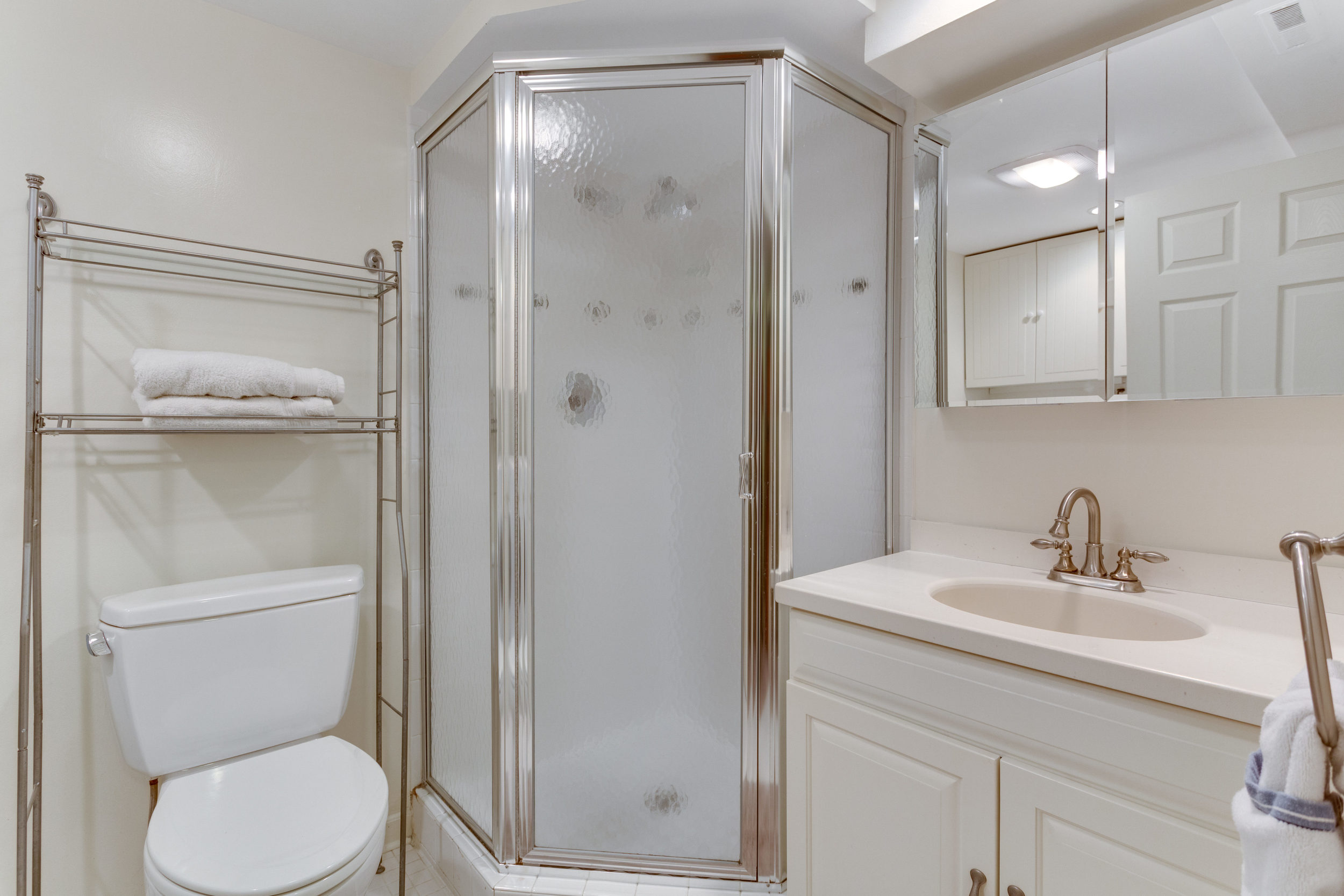 4631 34th St S Arlington VA-print-077-83-BathroomLaundry-4200x2800-300dpi.jpg