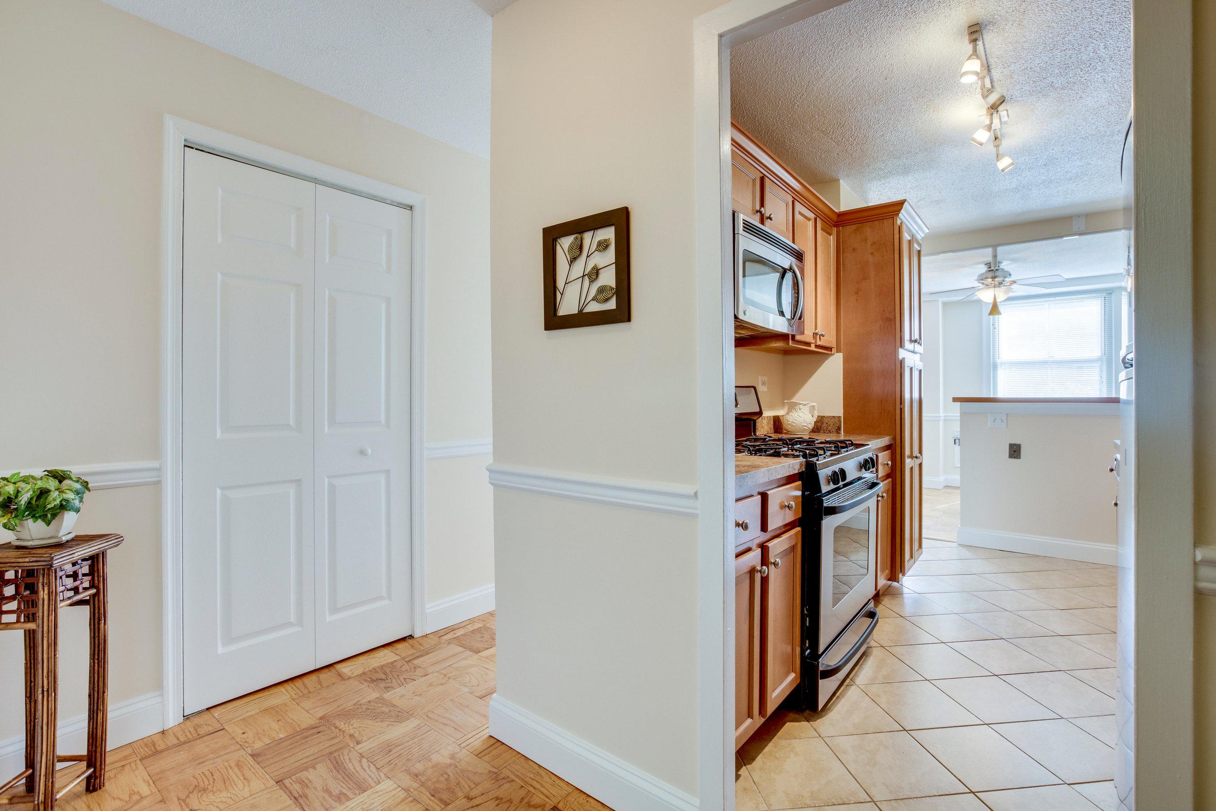 2030 N Adams St 1002 Arlington-print-004-60-Kitchen-4200x2800-300dpi.jpg