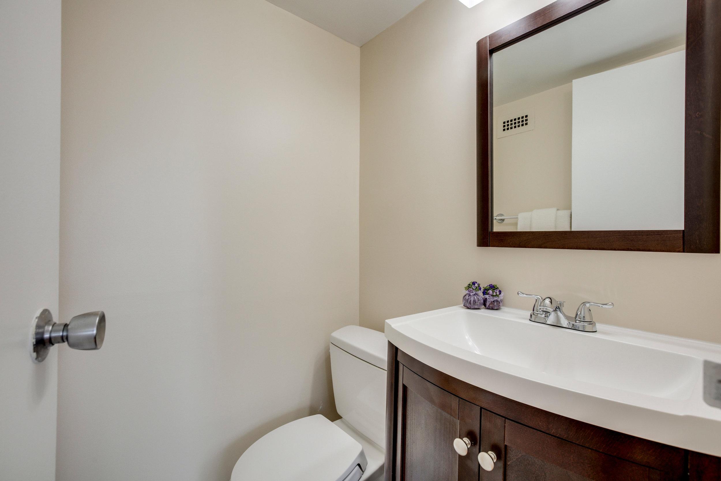 2030 N Adams St 1002 Arlington-print-030-86-Bathroom-4200x2800-300dpi.jpg