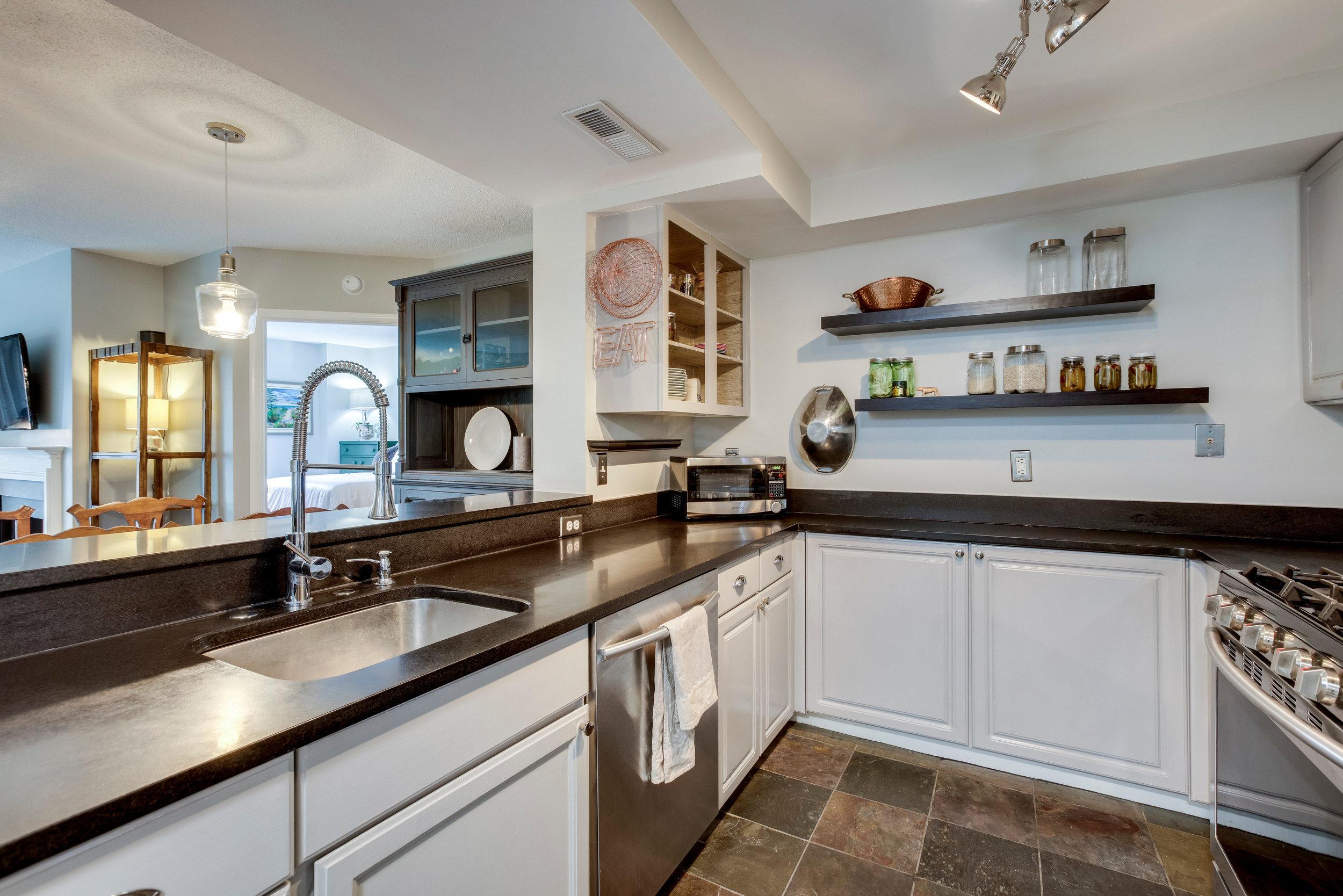 1050 N Taylor St 608 Arlington-print-027-16-Kitchen-4200x2802-300dpi.jpg