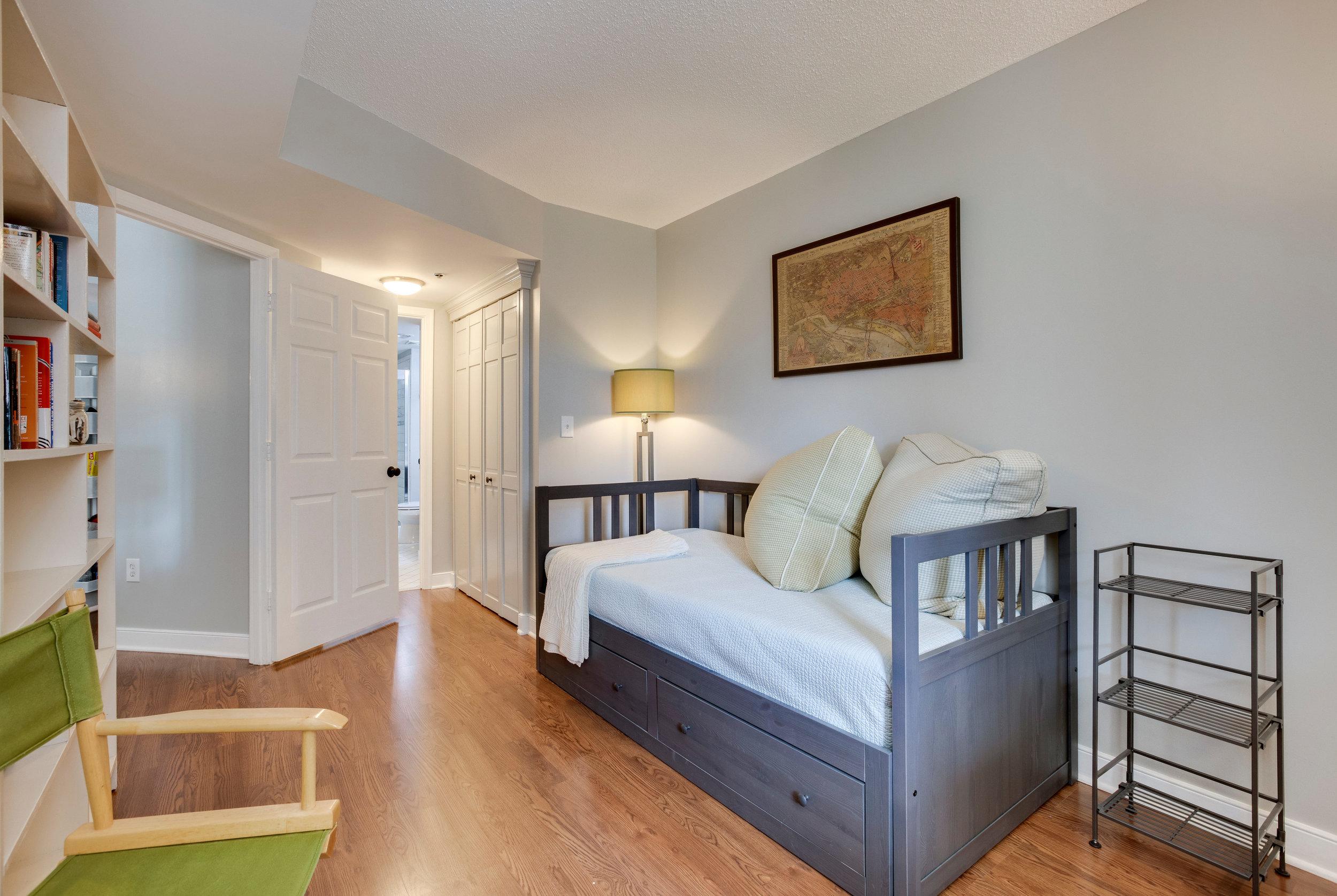 1050 N Taylor St 608 Arlington-print-039-39-Bedroom-4200x2816-300dpi.jpg