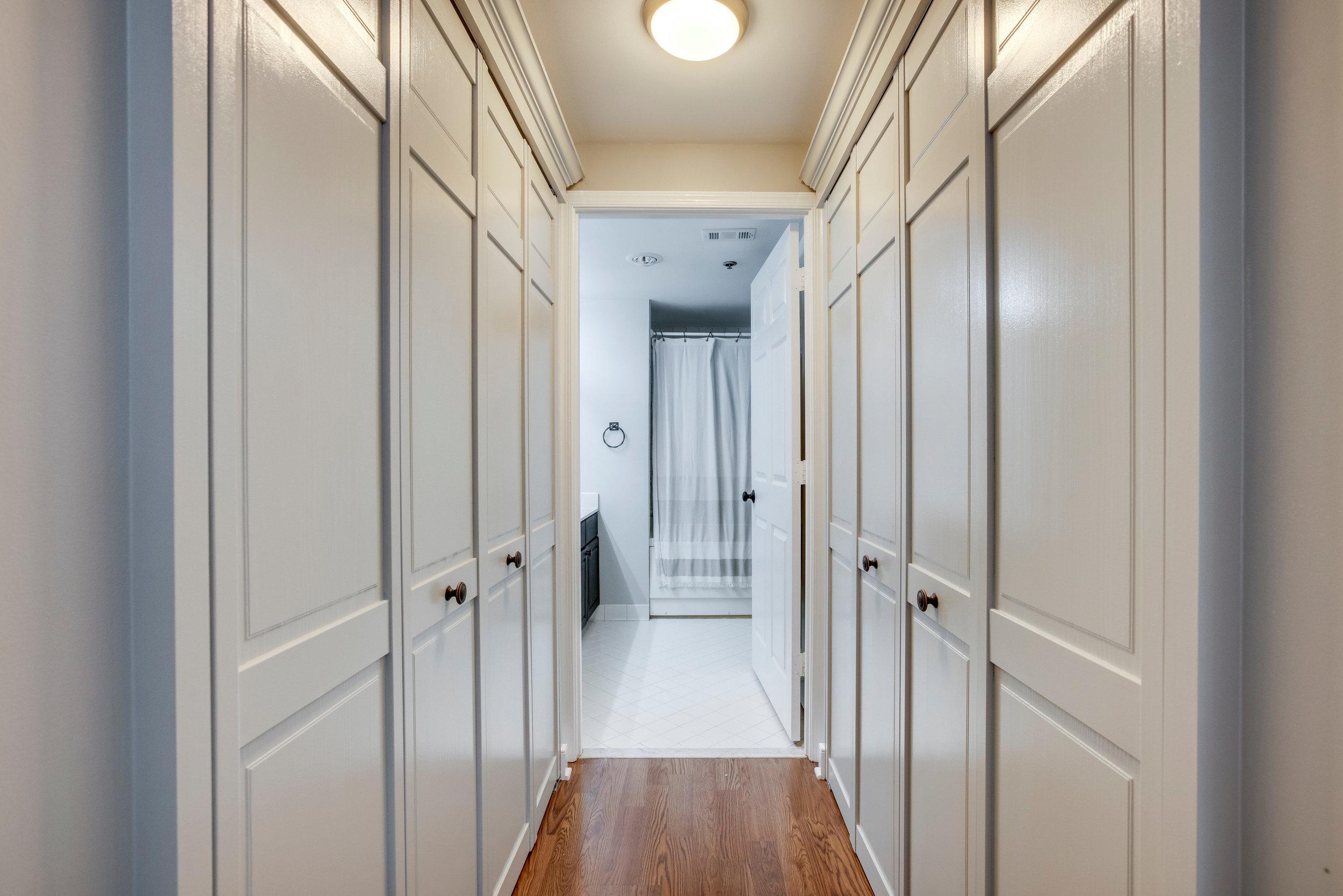 1050 N Taylor St 608 Arlington-print-044-29-Hallway-4200x2802-300dpi.jpg