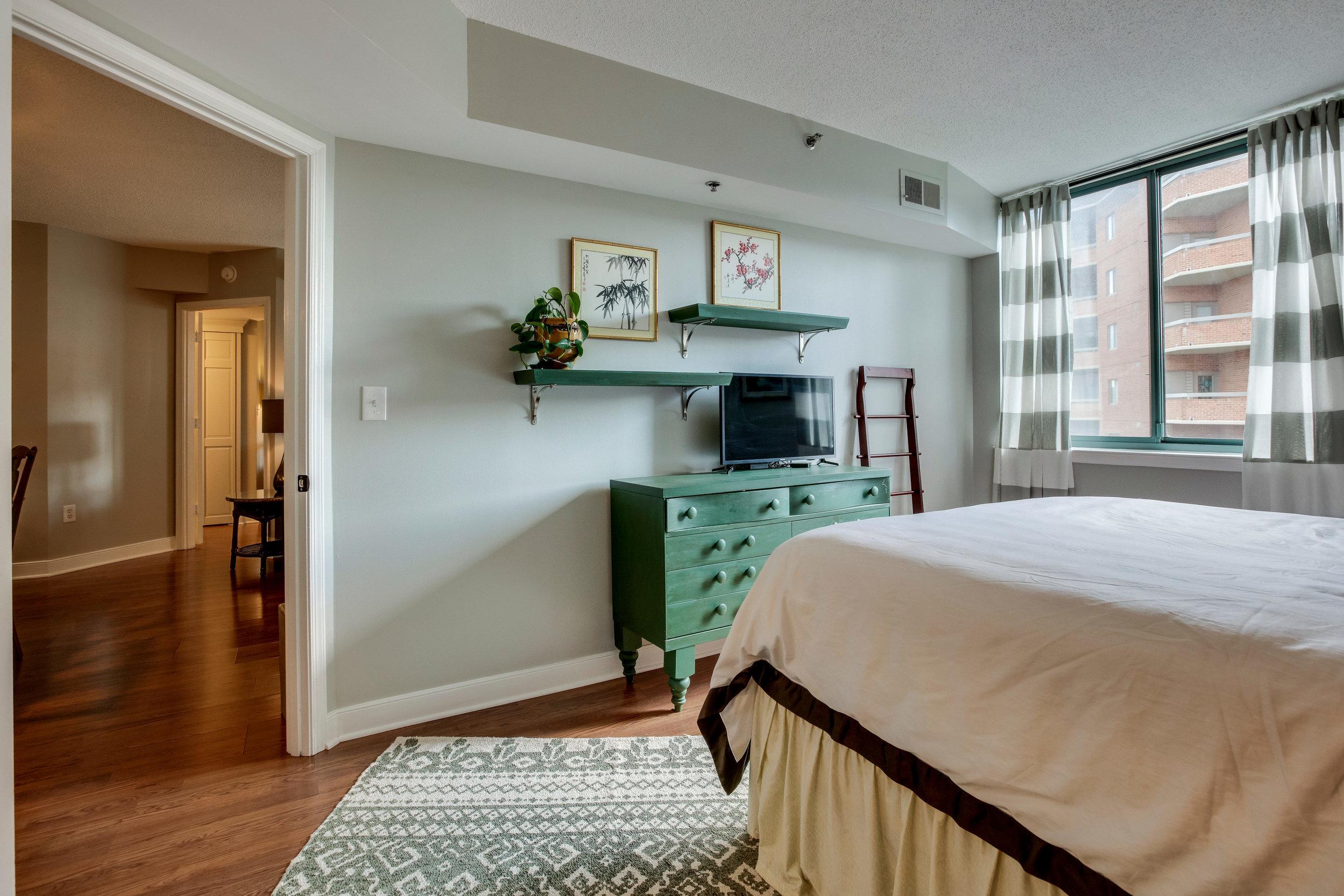 1050 N Taylor St 608 Arlington-print-046-28-Bedroom-4200x2800-300dpi.jpg
