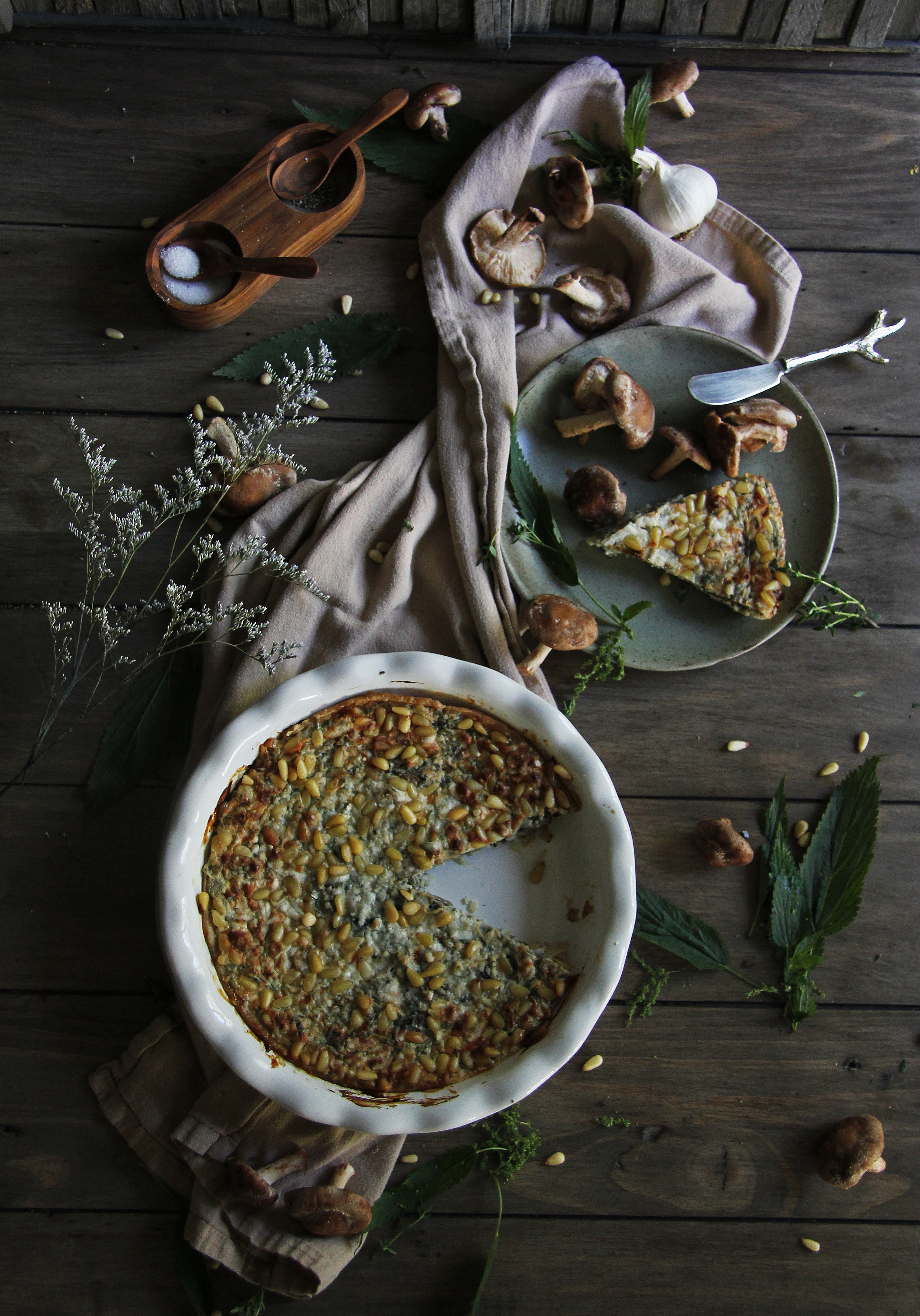 Stinging nettle and mushroom pie with pine nuts