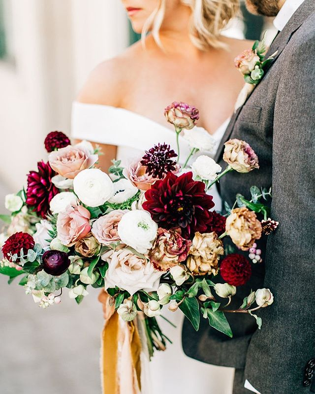 The most dreamy blooms @briarloft . . . . Vendor LOVE photography @jennabechtholt planning + design @marriedwithmichelle florals @briarloft hair and makeup @elizabethwhiteartistry gown @aandbe_bridalshop suit @jcrew venue @hotelballard @stoneburnerseattle @olympicrooftoppavilion
