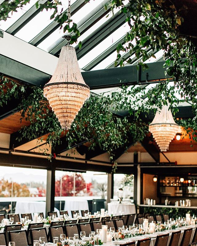 Give me skylights and greenery for days. Natural light and open and airy is my jam. Photography @jennabechtholt // greenery @briarloft // venue @stoneburnerseattle @olympicrooftoppavilion @hotelballard