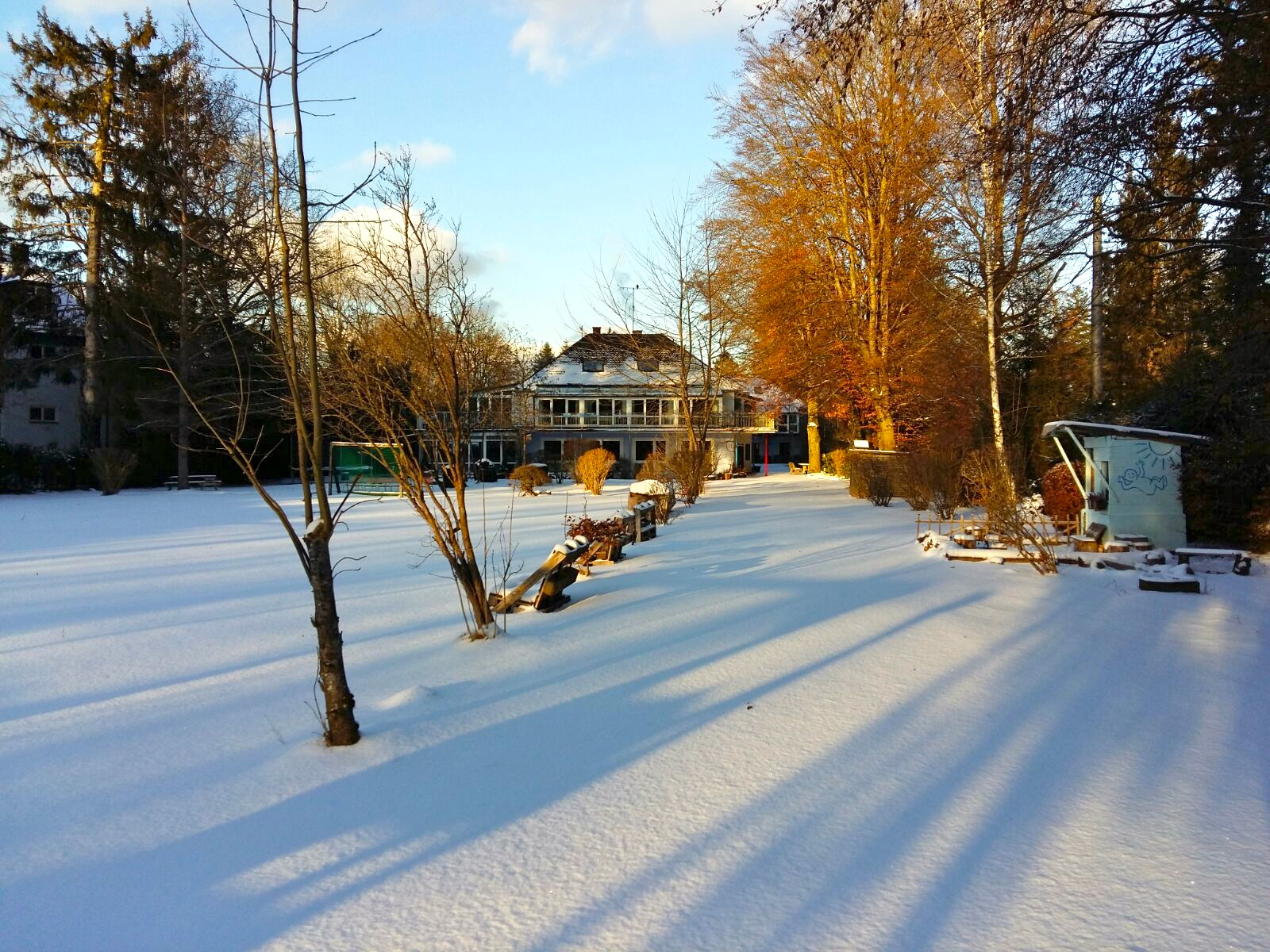 """Neues Jahr, neuer Start! Und wir starten durch ins Jahr 2017 mit einer tollen Schneedecke.  """"Der Winter ist gekommen und hat hinweg genommen der Erde grünes Kleid...""""   Robert Reinick"""