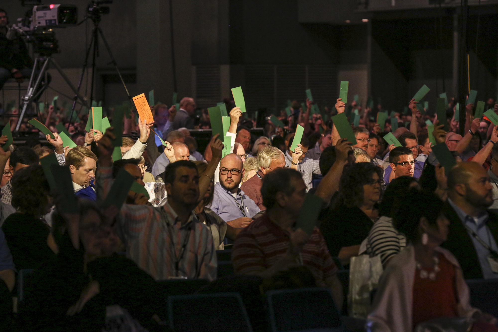 Messengers at the annual meeting of the Southern Baptist Convention cast ballots for a resolution during the afternoon session Tuesday, June 14 in St. Louis. Photo by Chris Carter, Copyright © 2016 Baptist Press, Southern Baptist Convention