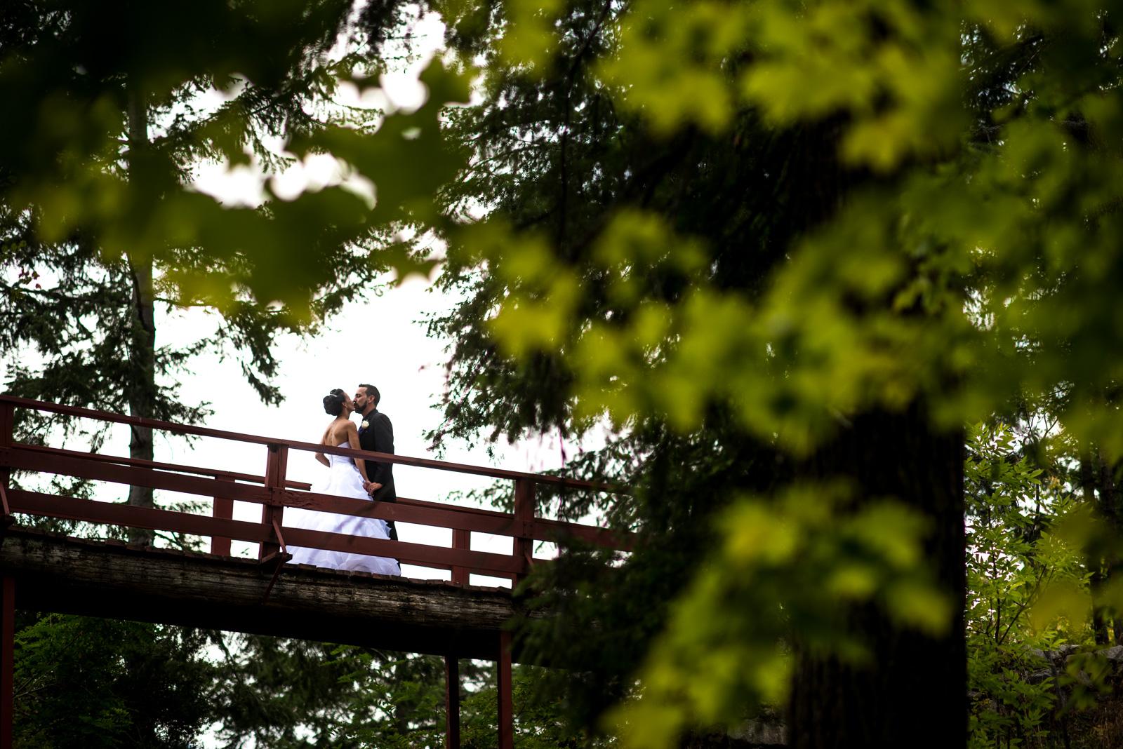 vancouver-island-wedding-photographers-nelson-hume-hotel-wedding-29.jpg