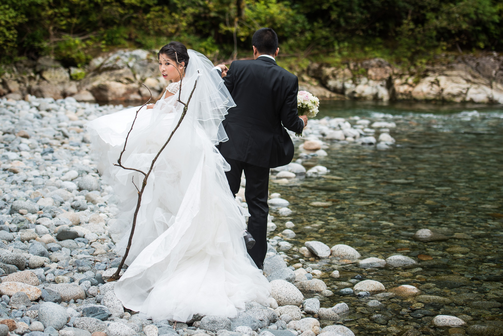 vancouver-island-wedding-photographers-golden-eagle-golf-course-wedding-21.jpg