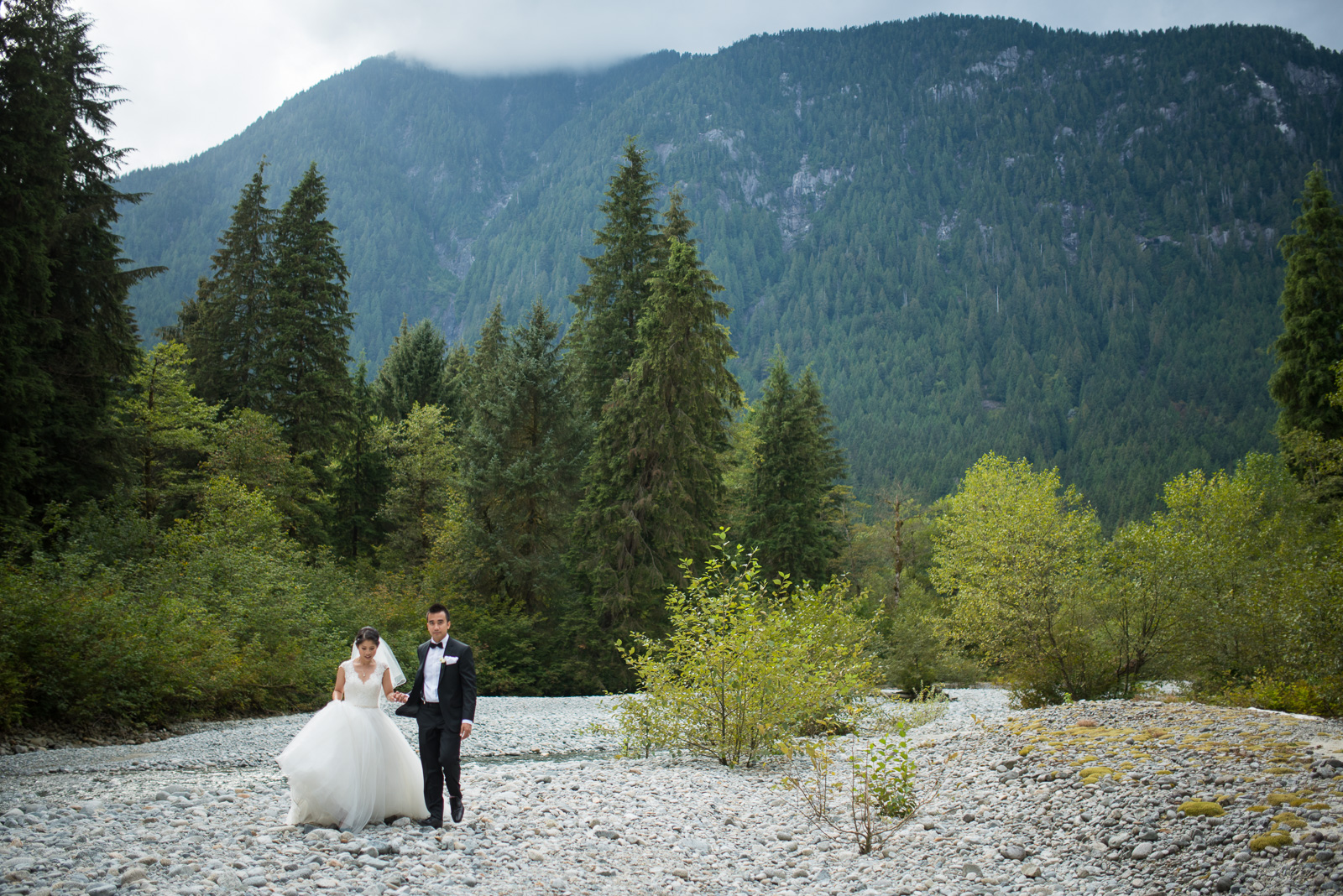 vancouver-island-wedding-photographers-golden-eagle-golf-course-wedding-27.jpg