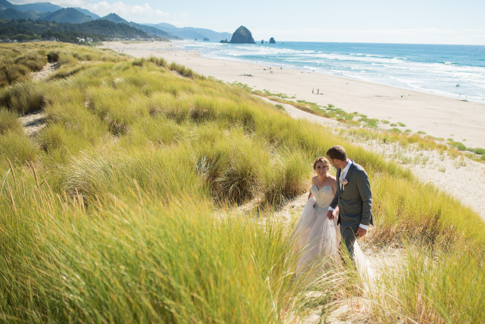victoria-wedding-photographers-cannon-beach-oregon-wedding-28.jpg