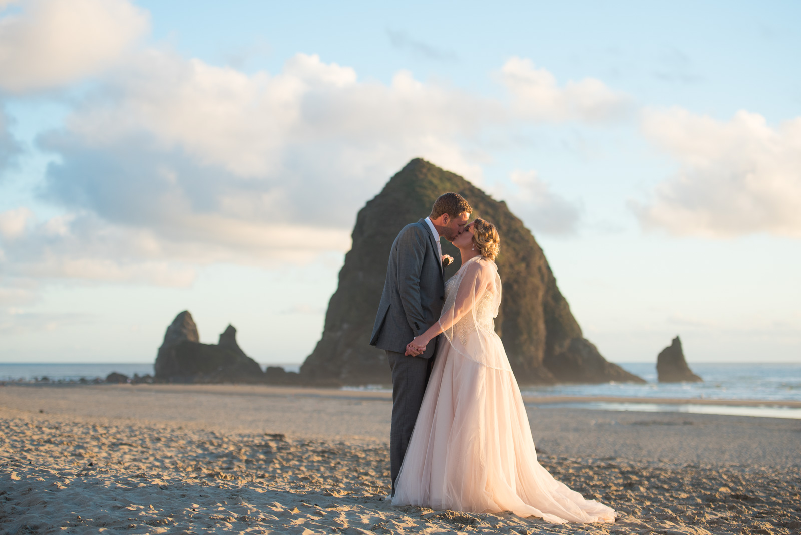 victoria-wedding-photographers-cannon-beach-oregon-wedding-42.jpg