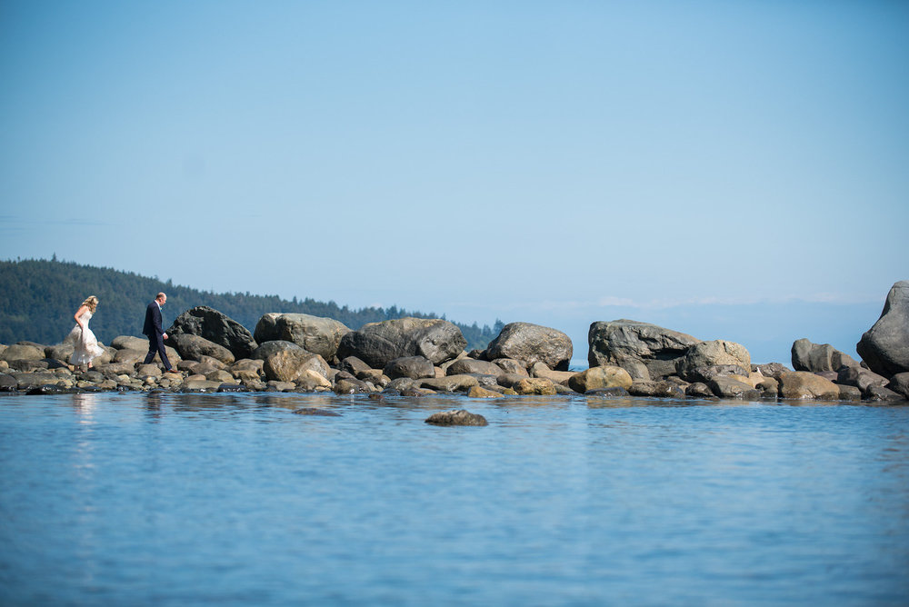 sooke-wedding-photographers-craidelonna-oceanedge-lodge-wedding-21.jpg