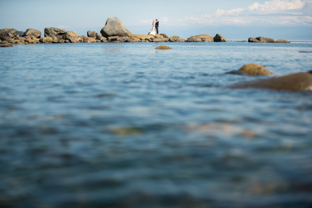sooke-wedding-photographers-craidelonna-oceanedge-lodge-wedding-23.jpg