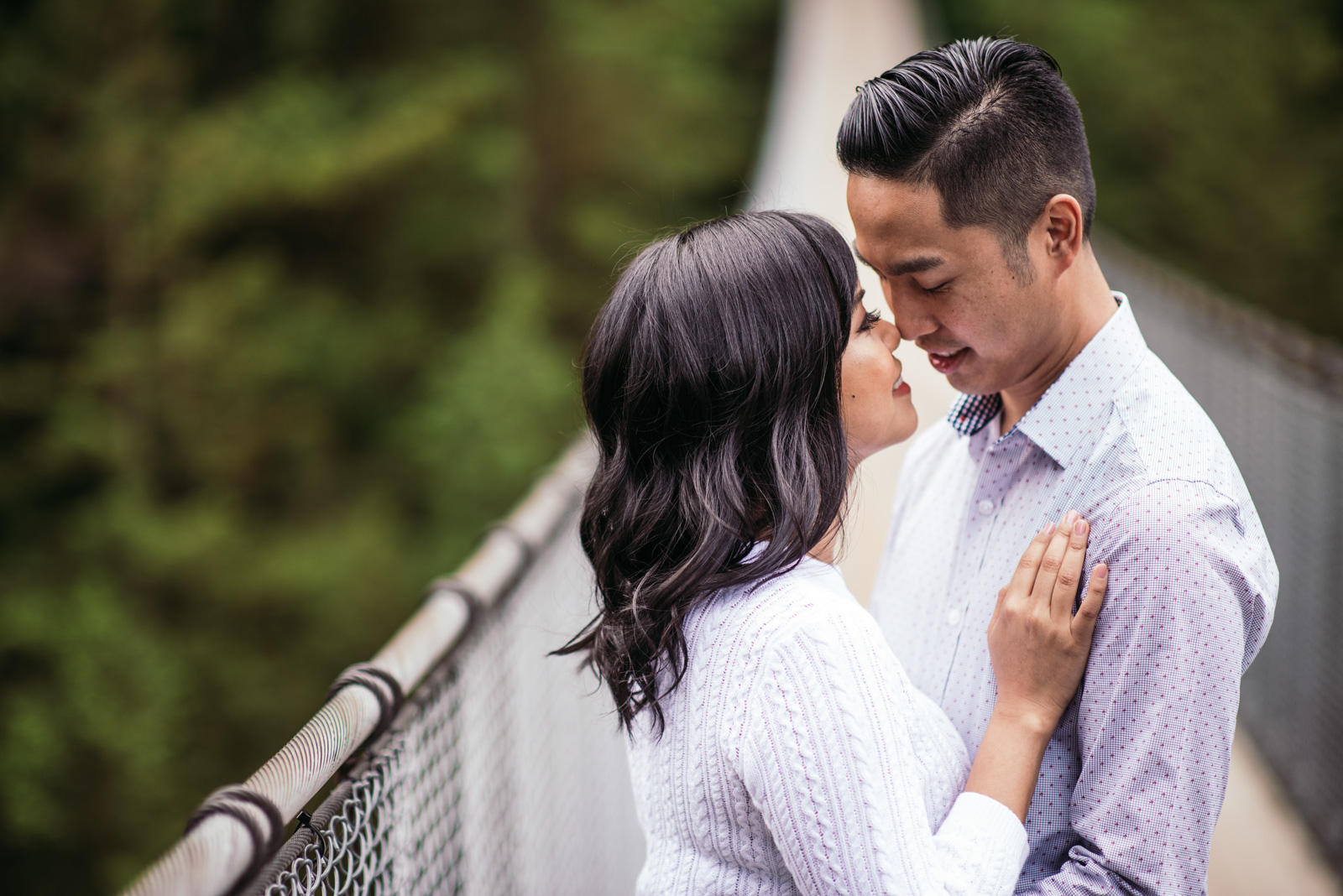 vancouver-island-wedding-photographers-capilano-suspension-bridge-engagement-12.jpg