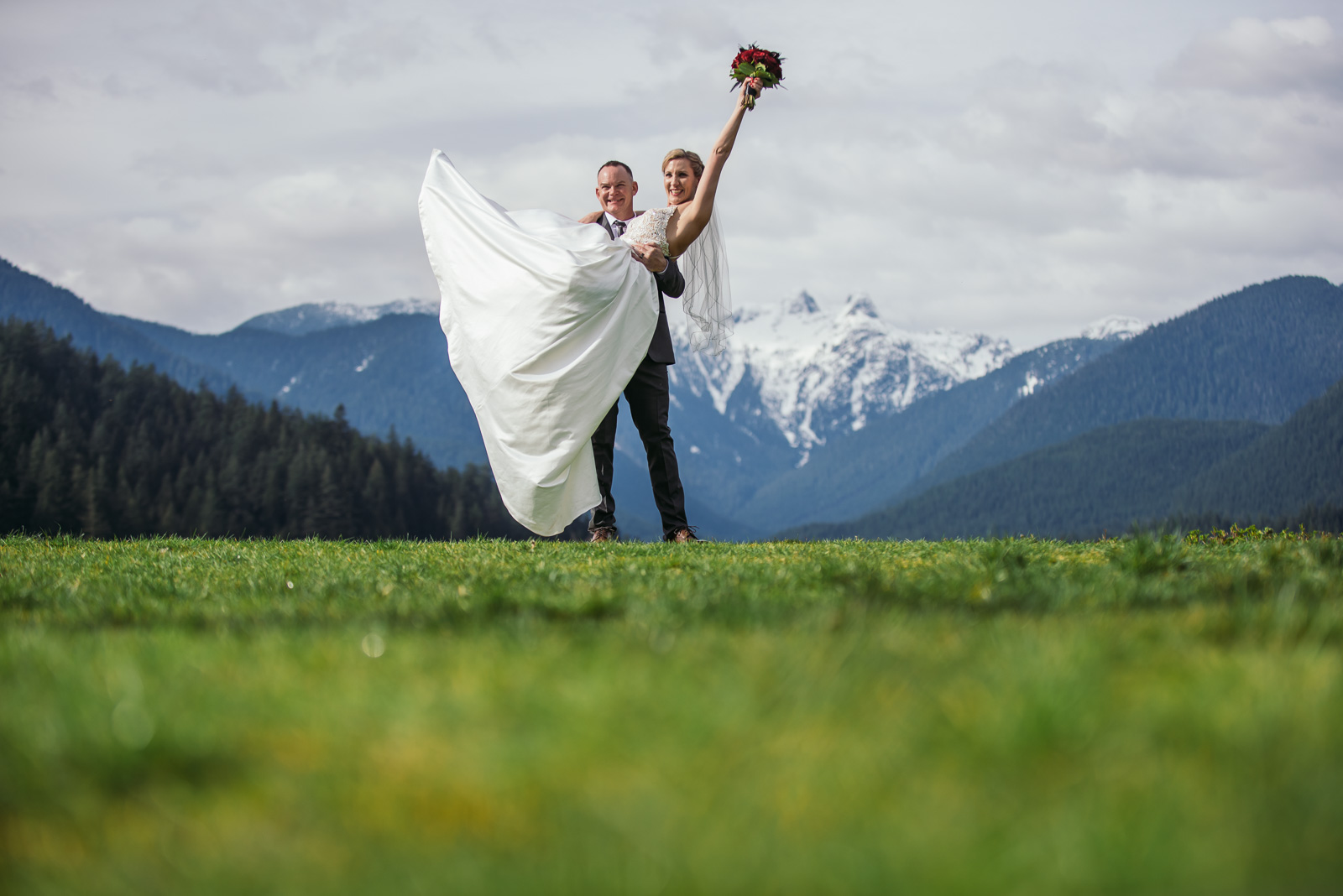 vancouver-island-wedding-photographers-grouse-mountain-winter-wedding-28.jpg