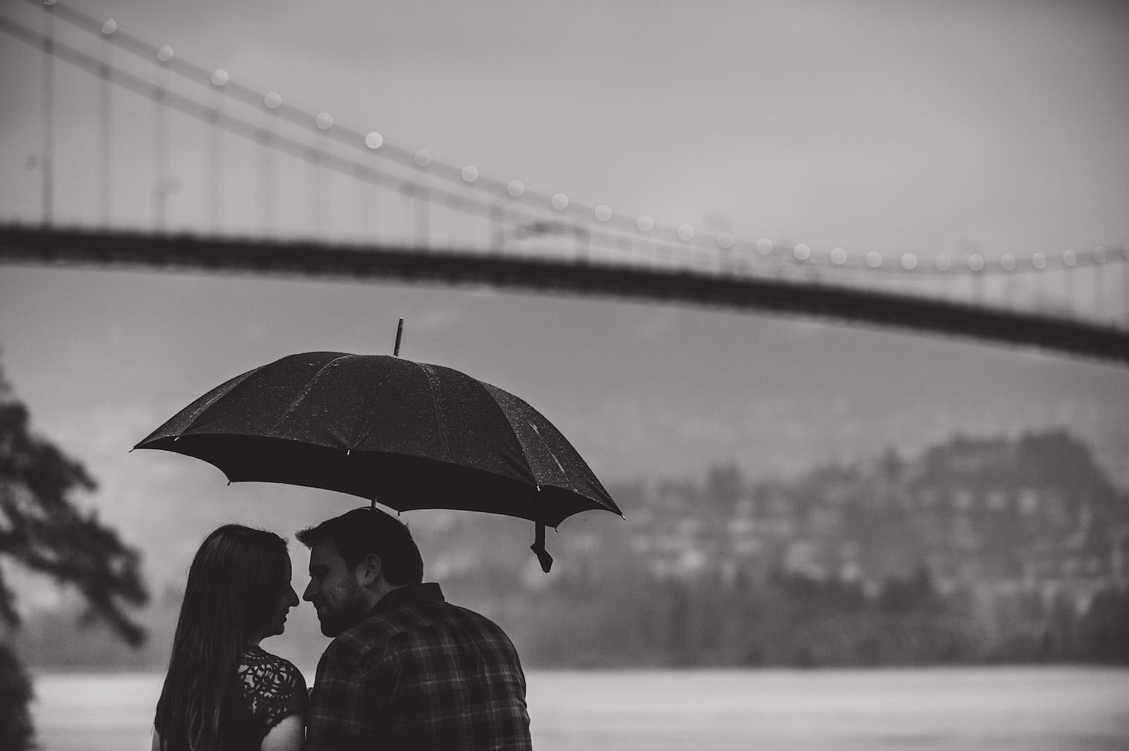 vancouver-island-wedding-photographers-rainy-stanley-park-engagement-12.jpg