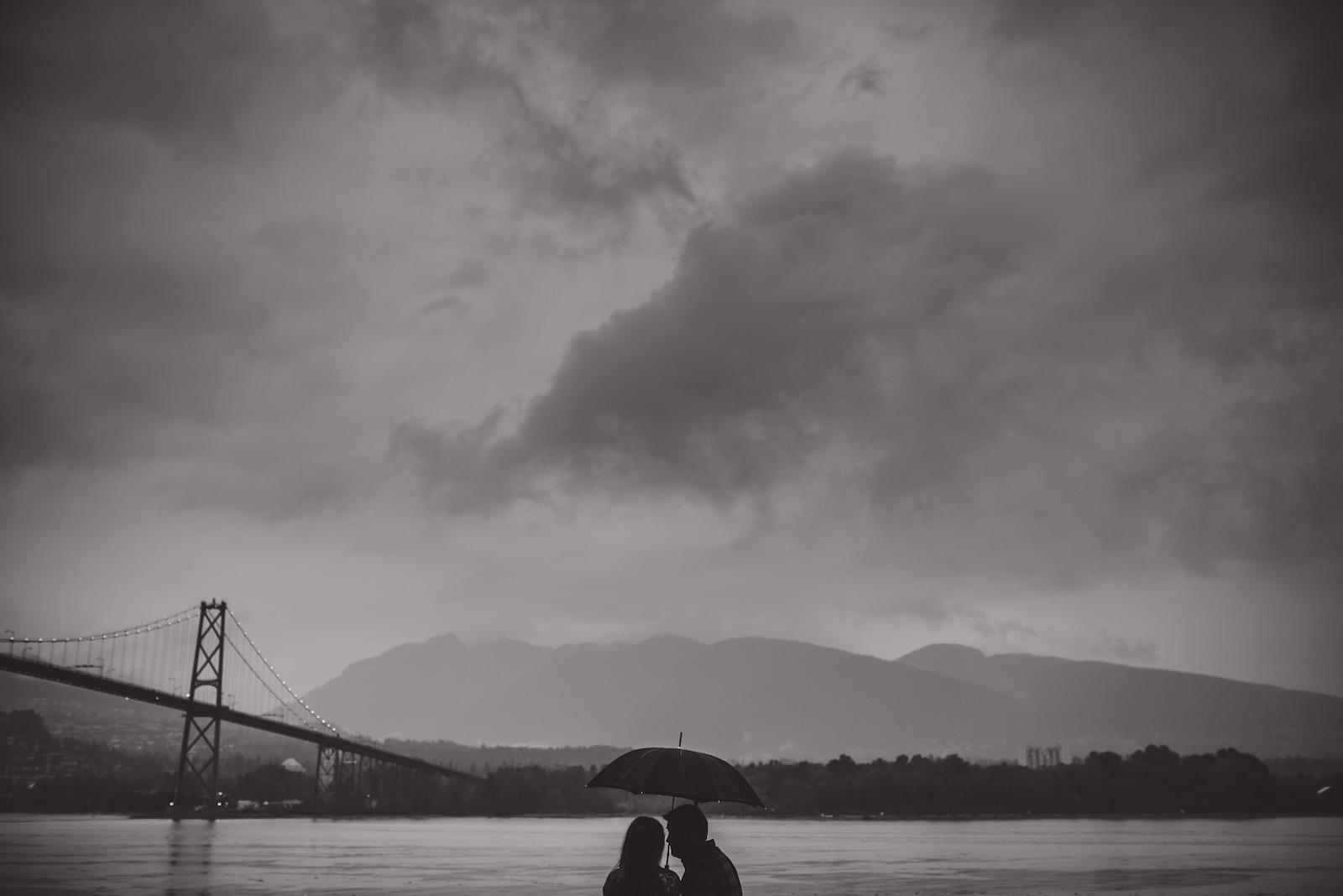 vancouver-island-wedding-photographers-rainy-stanley-park-engagement-13.jpg